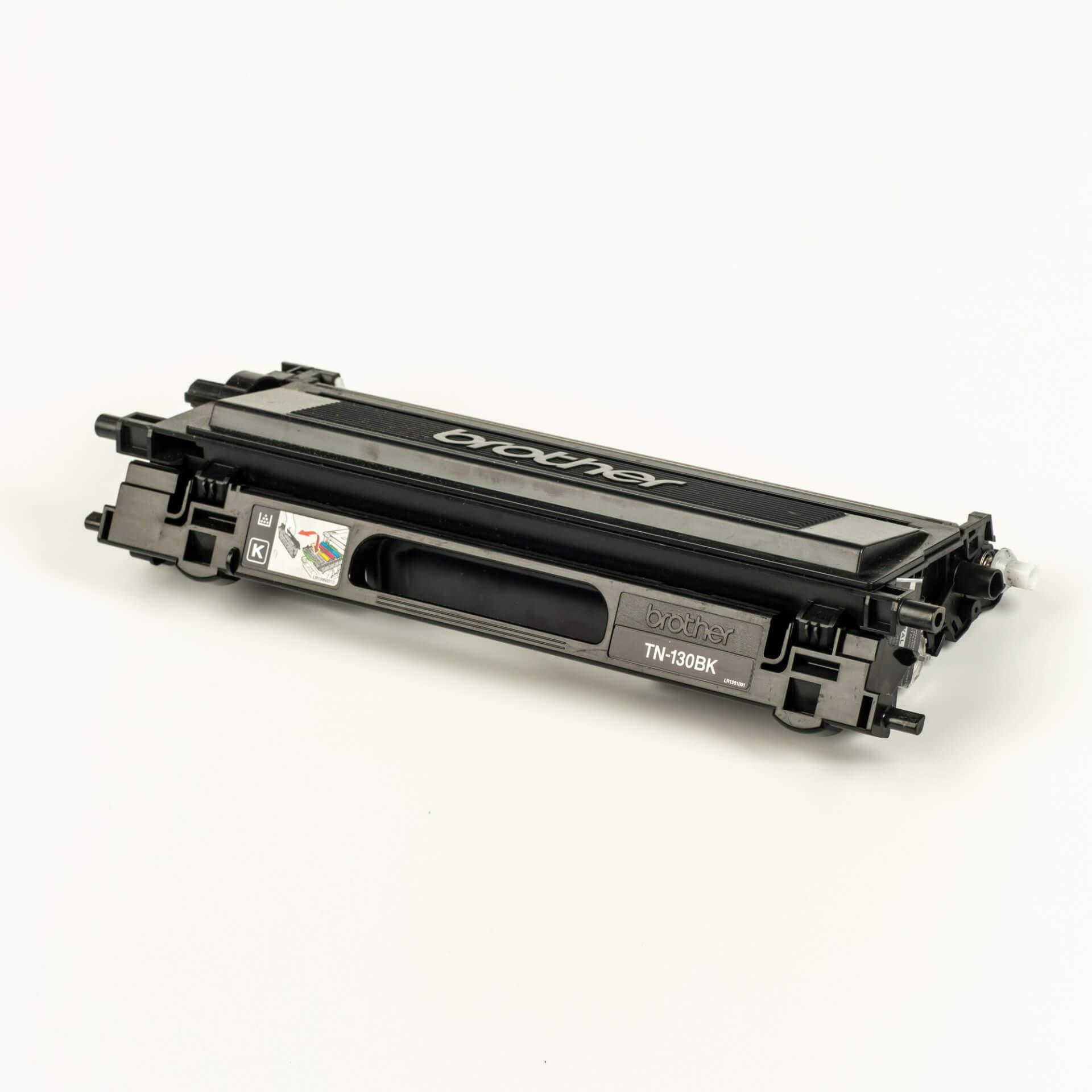 Auf dem Bild sehen Sie eine Brother TN-130BK Schwarz Original Tonerkassette