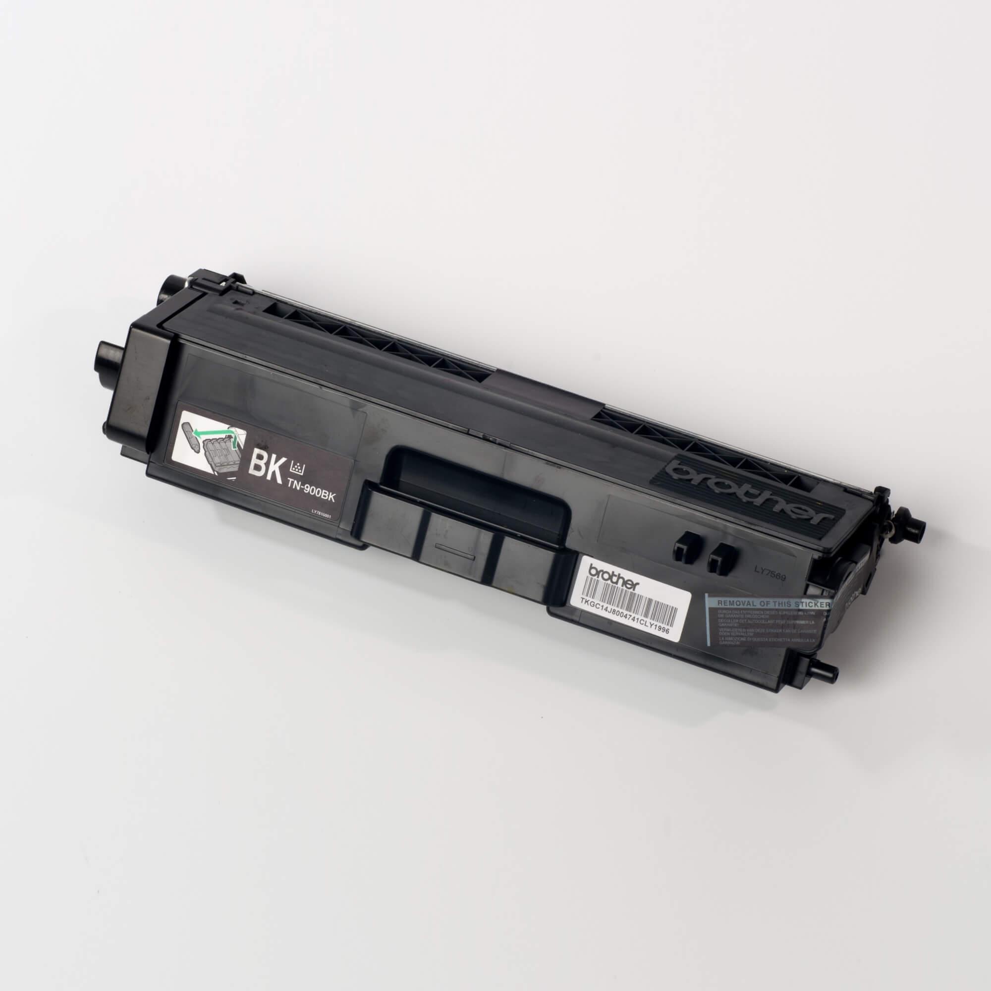 Auf dem Bild sehen Sie eine Brother Original Super-Jumbo-Tonerkassette TN-900BK schwarz