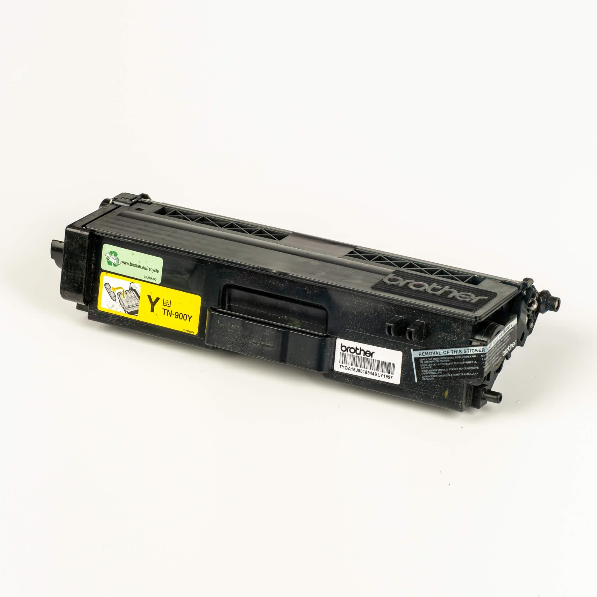 Auf dem Bild sehen Sie eine Brother Original Super-Jumbo-Tonerkassette TN-900Y gelb
