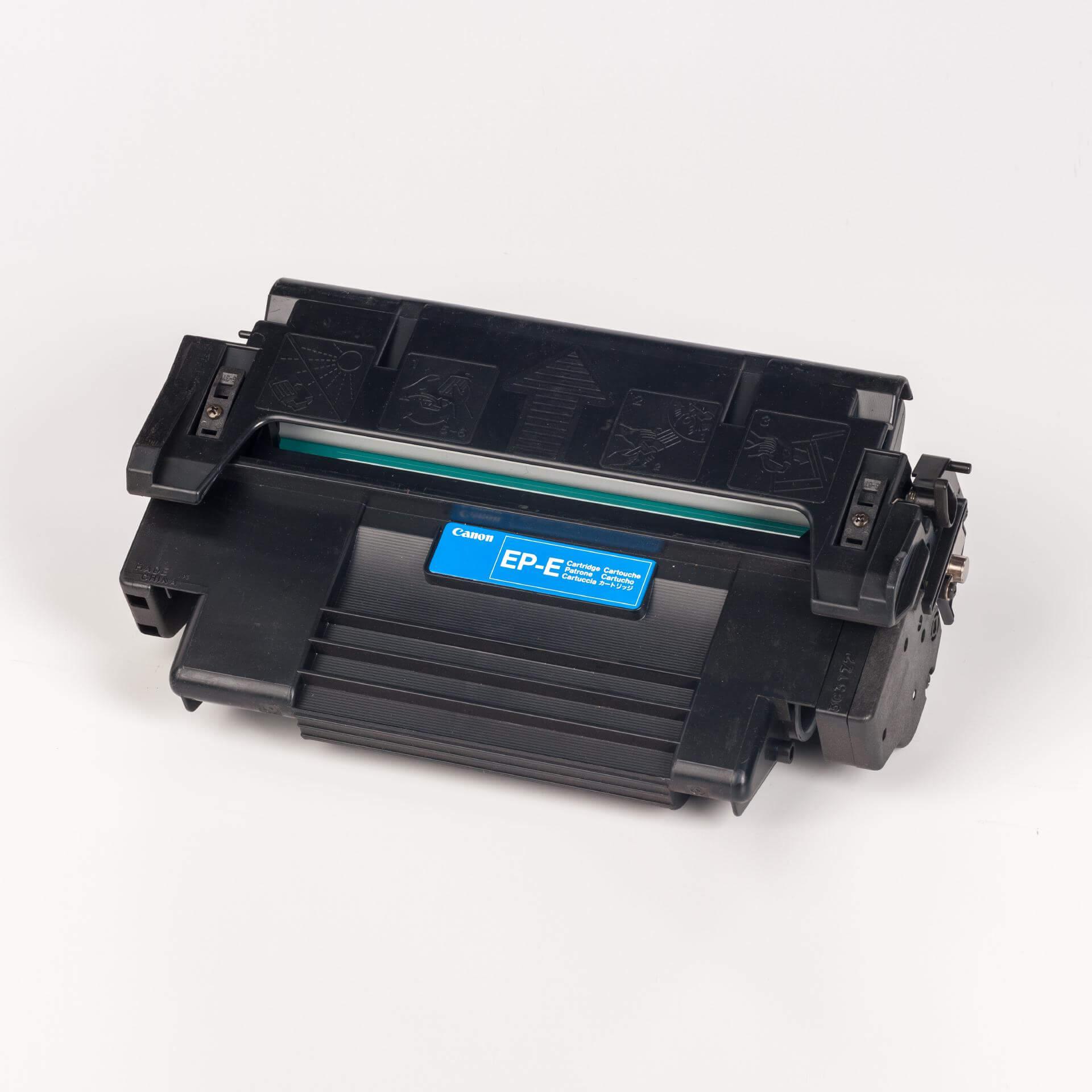 Auf dem Bild sehen Sie eine Canon 1538A003 EP-E Original Tonerkartusche schwarz