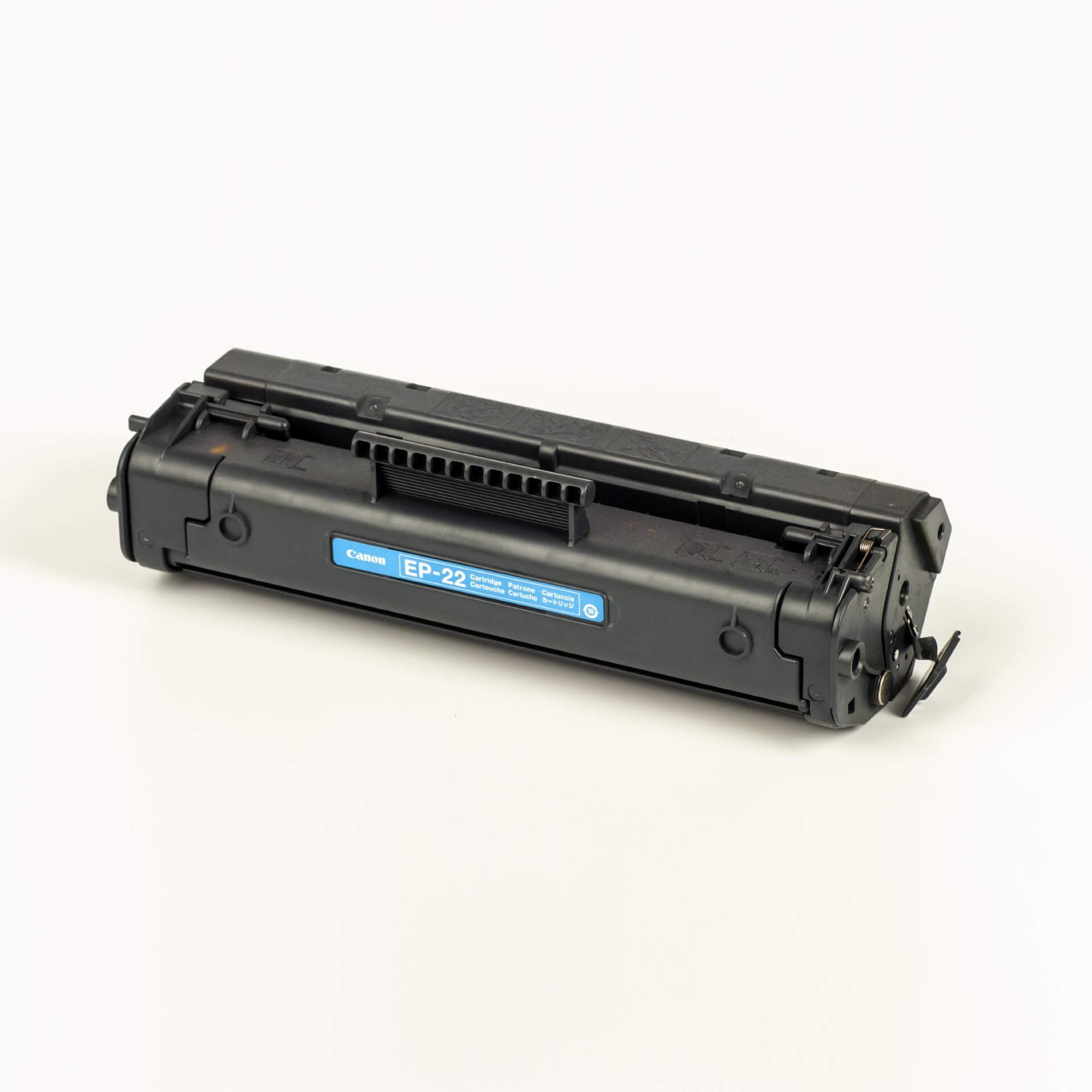 Auf dem Bild sehen Sie eine Canon 1550A003 EP-22 Tonerkartusche schwarz