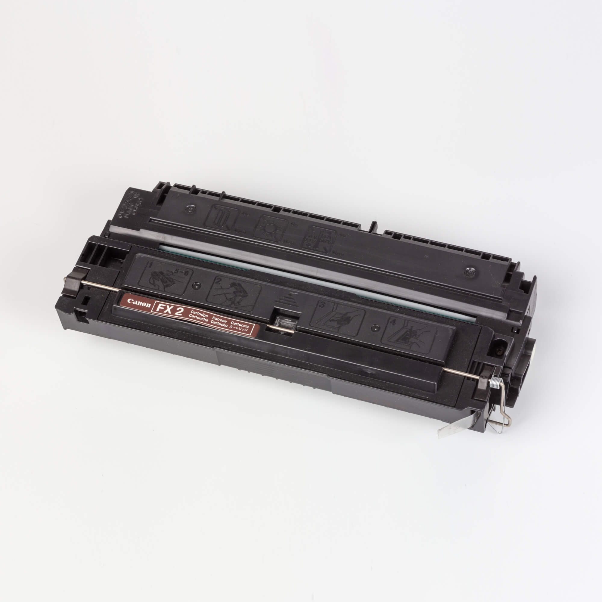 Auf dem Bild sehen Sie eine Canon 1556A003 FX-2 Original Tonerkartusche schwarz