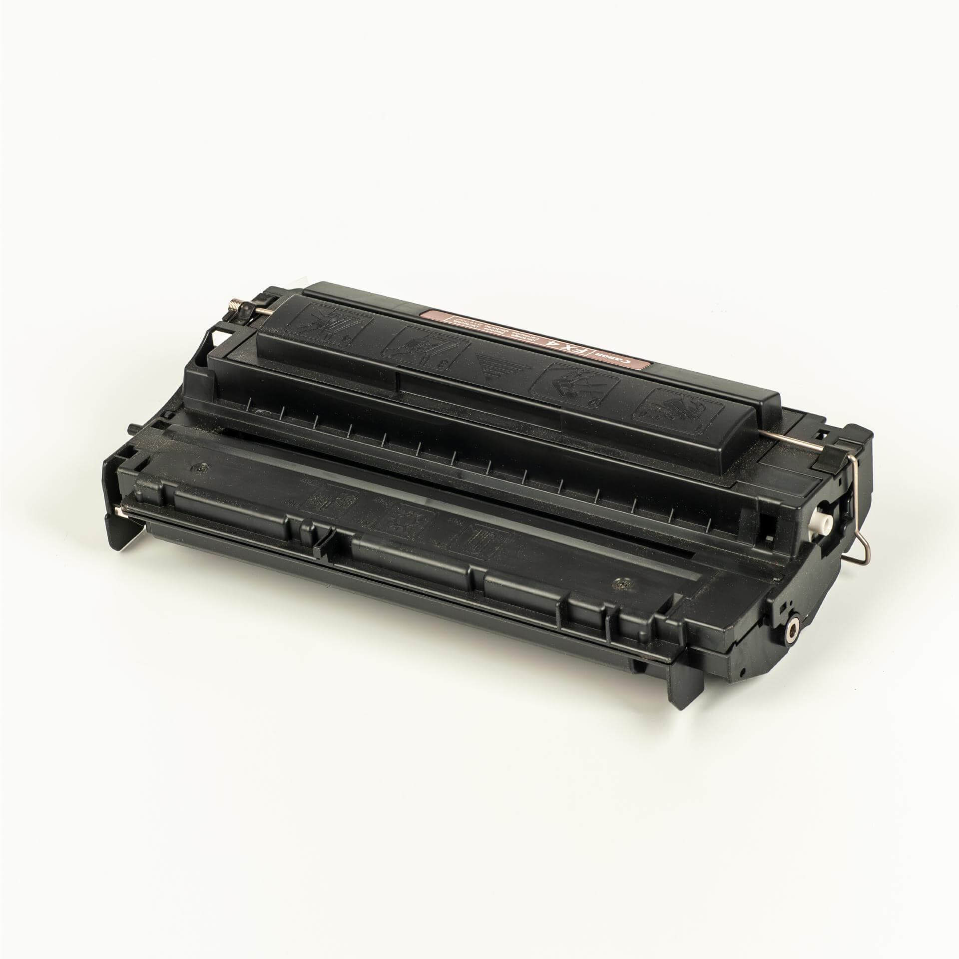 Auf dem Bild sehen Sie eine Canon 1558A003 FX-4 Original Tonerkartusche schwarz