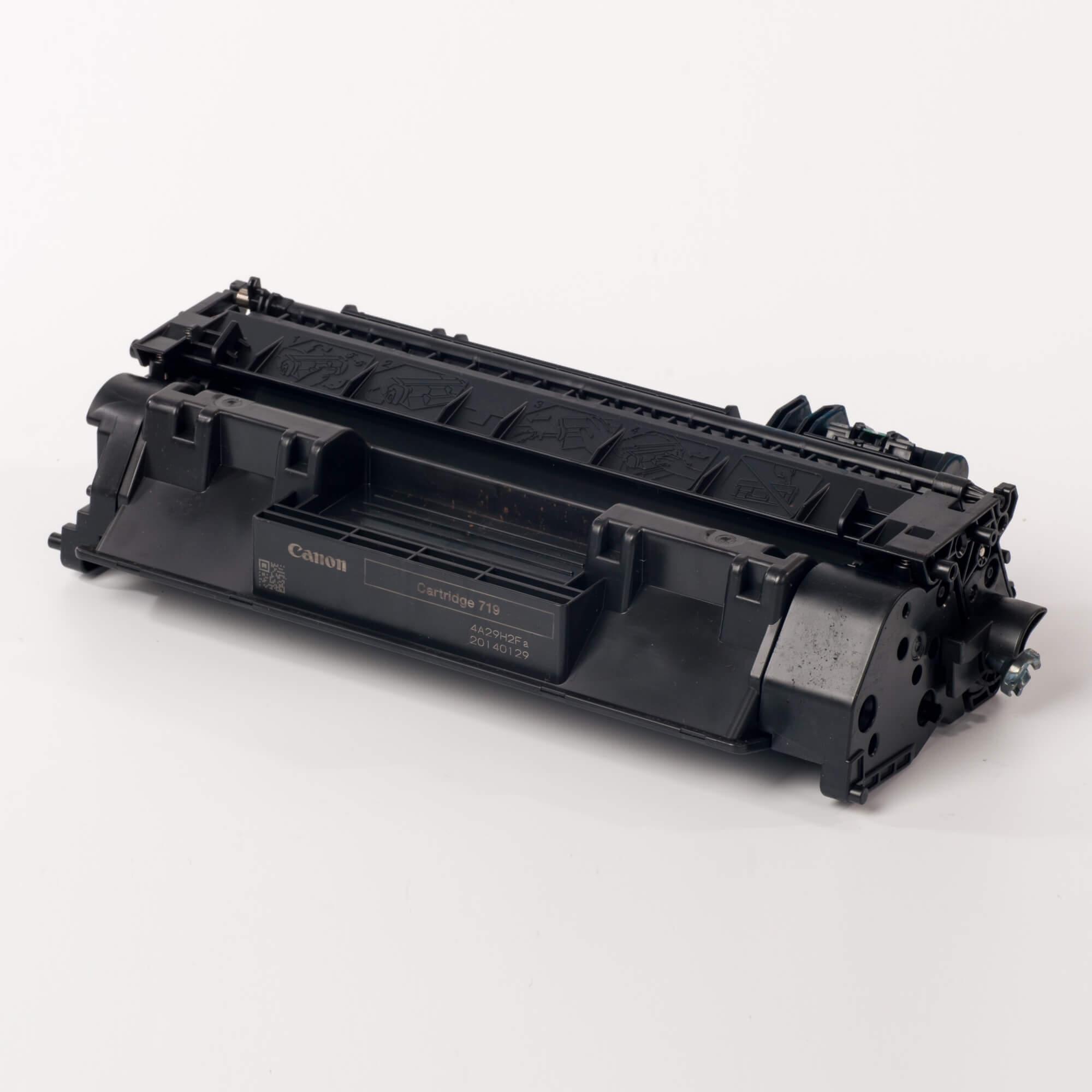 Auf dem Bild sehen Sie eine Canon 3479B002 719 Original Tonerkartusche schwarz