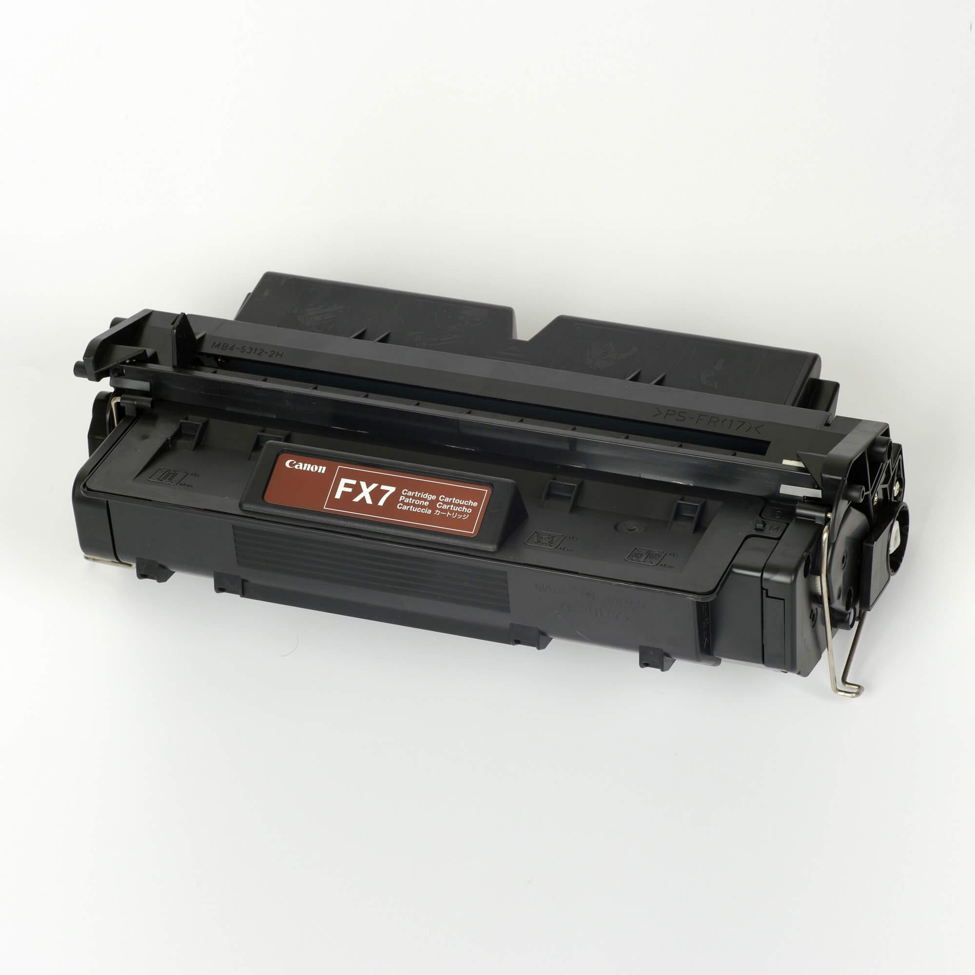 Auf dem Bild sehen Sie eine Canon 7621A002 FX-7 Original Tonerkartusche schwarz