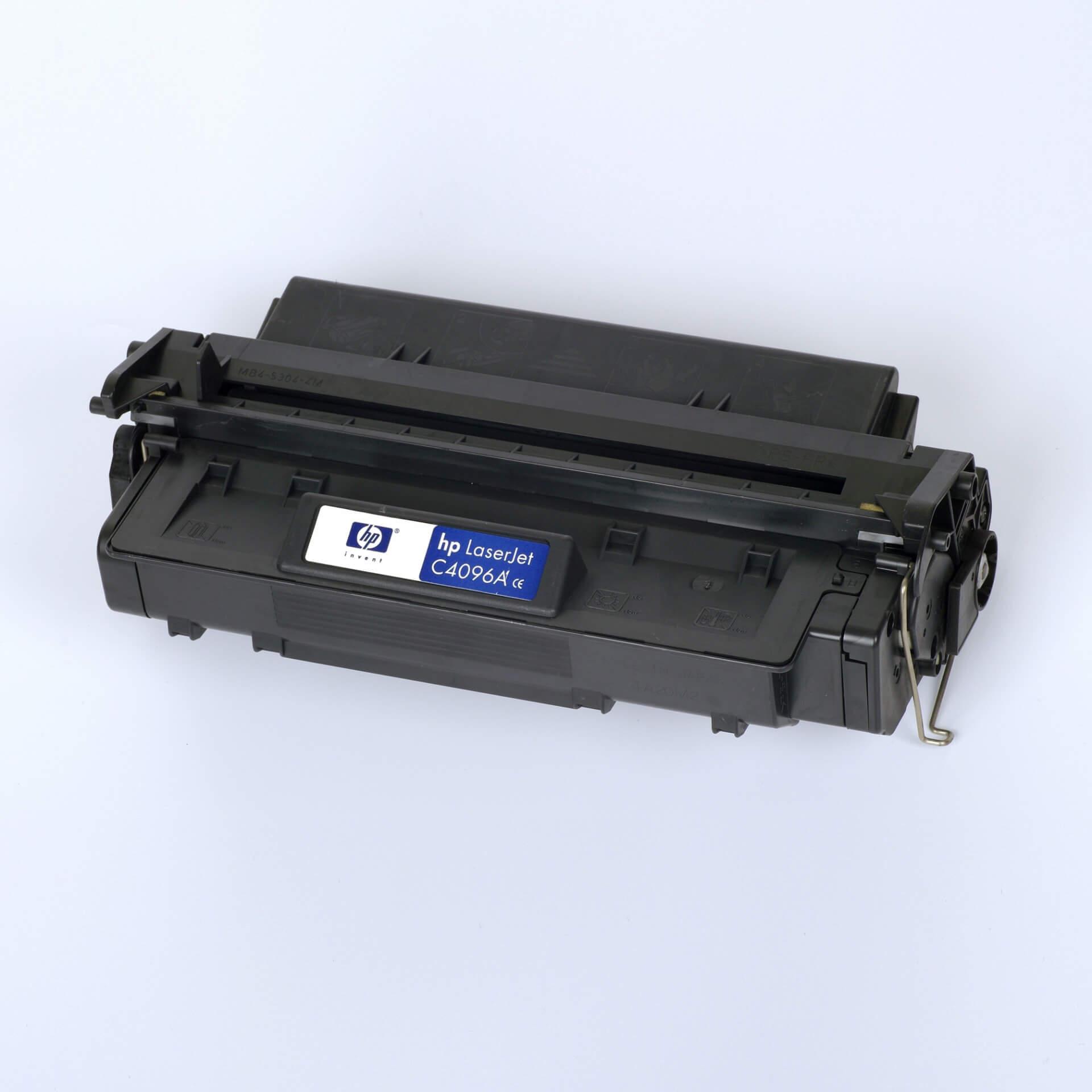 Auf dem Bild sehen Sie eine HP 96A (C4096A) Schwarz Original Tonerkartusche