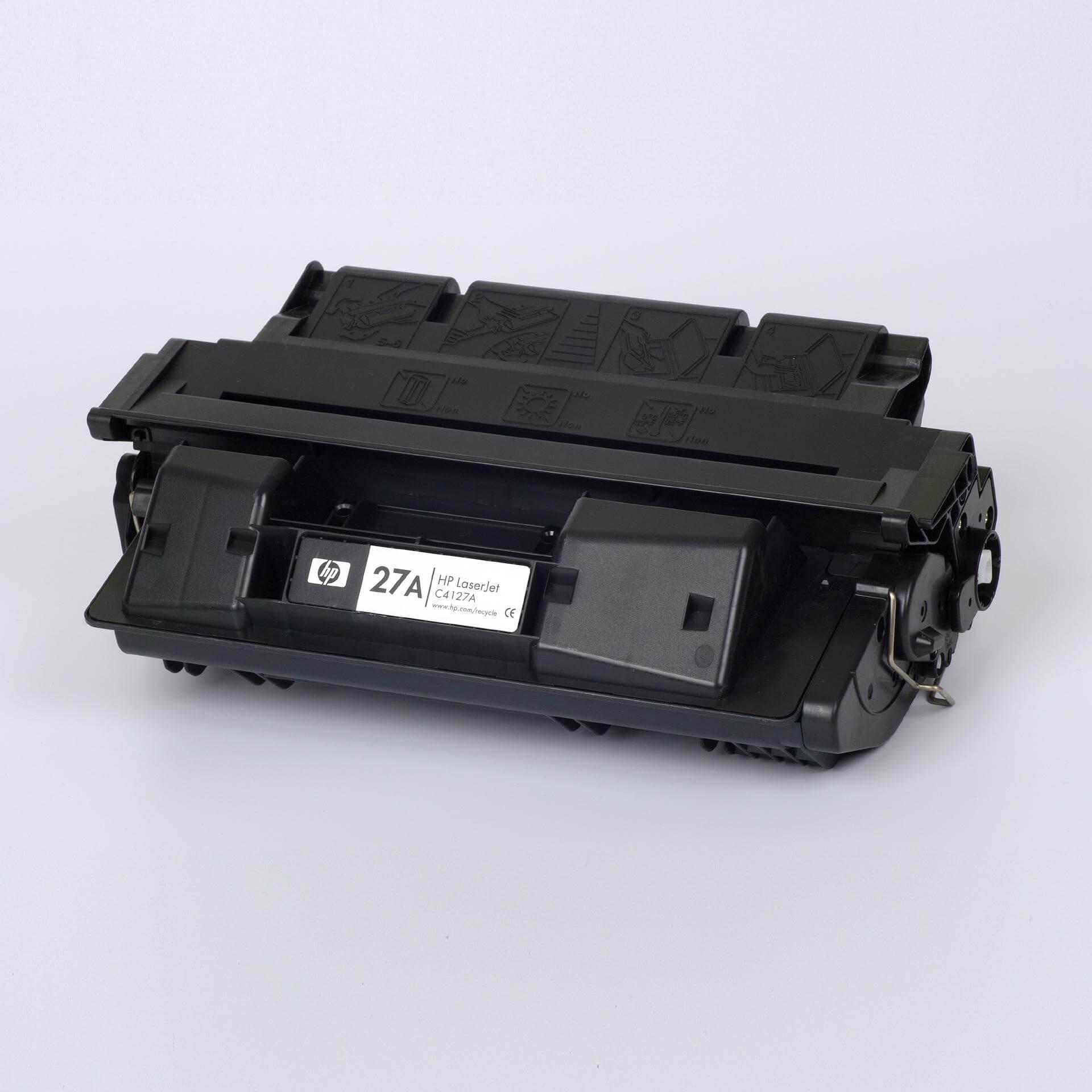 Auf dem Bild sehen Sie eine HP 27A (C4127A) Schwarz Original Tonerkartusche