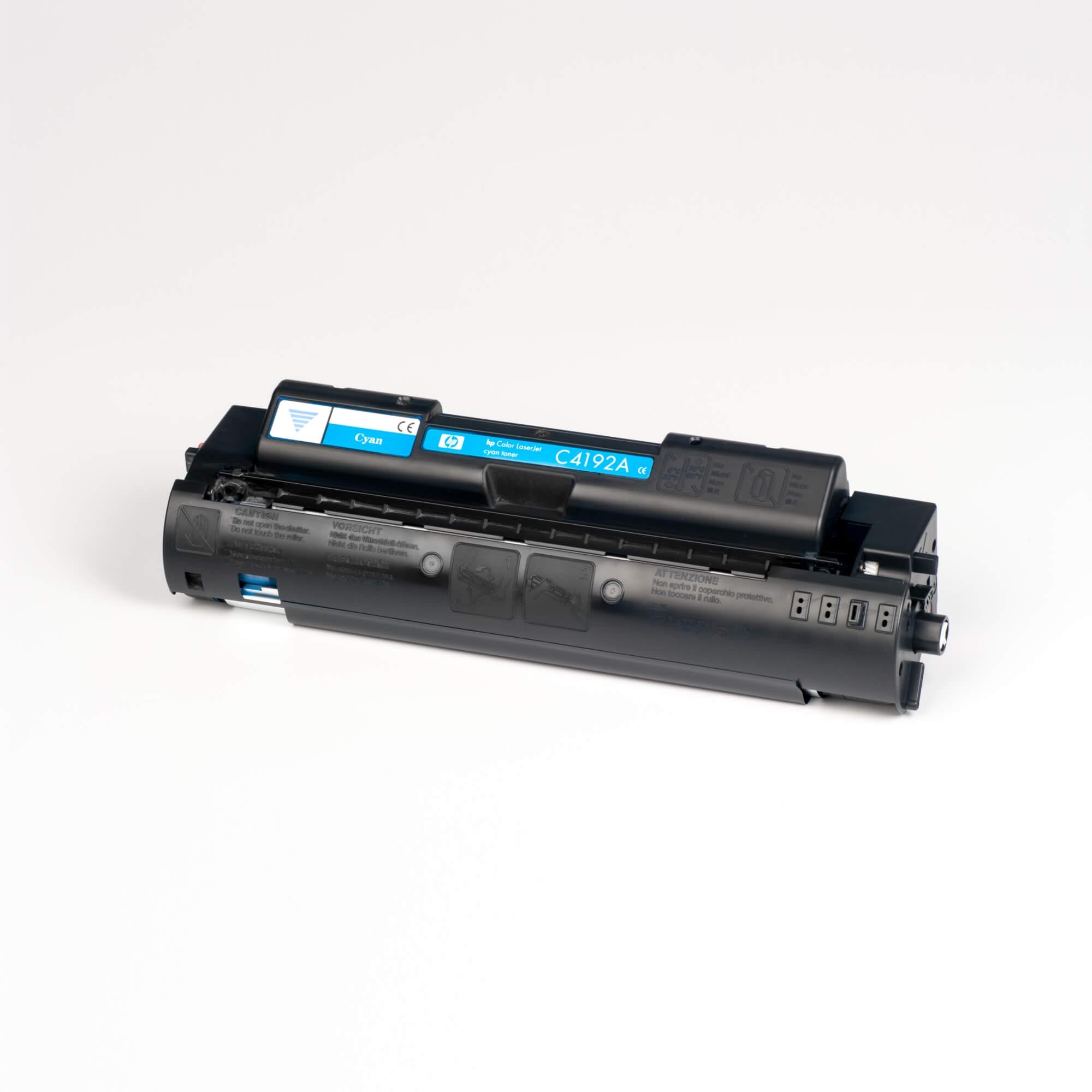 Auf dem Bild sehen Sie eine HP C4192A Blau Original Tonerkartusche
