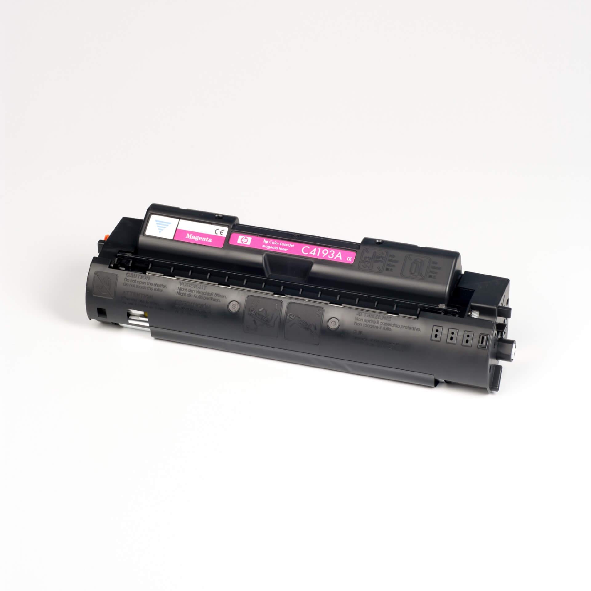 Auf dem Bild sehen Sie eine HP C4193A Rot Original Tonerkartusche