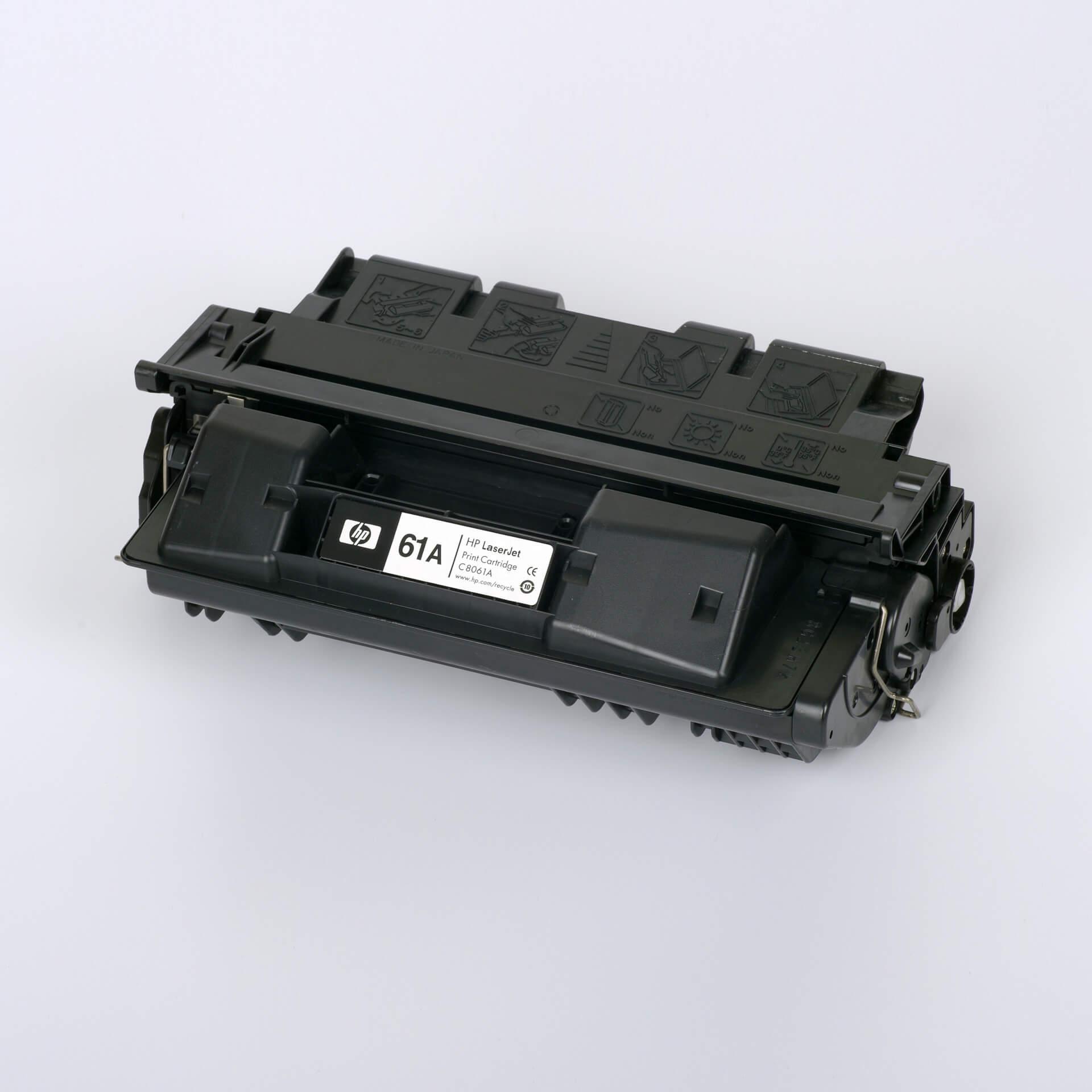 Auf dem Bild sehen Sie eine HP 61A (C8061A) Schwarz Original Tonerkartusche