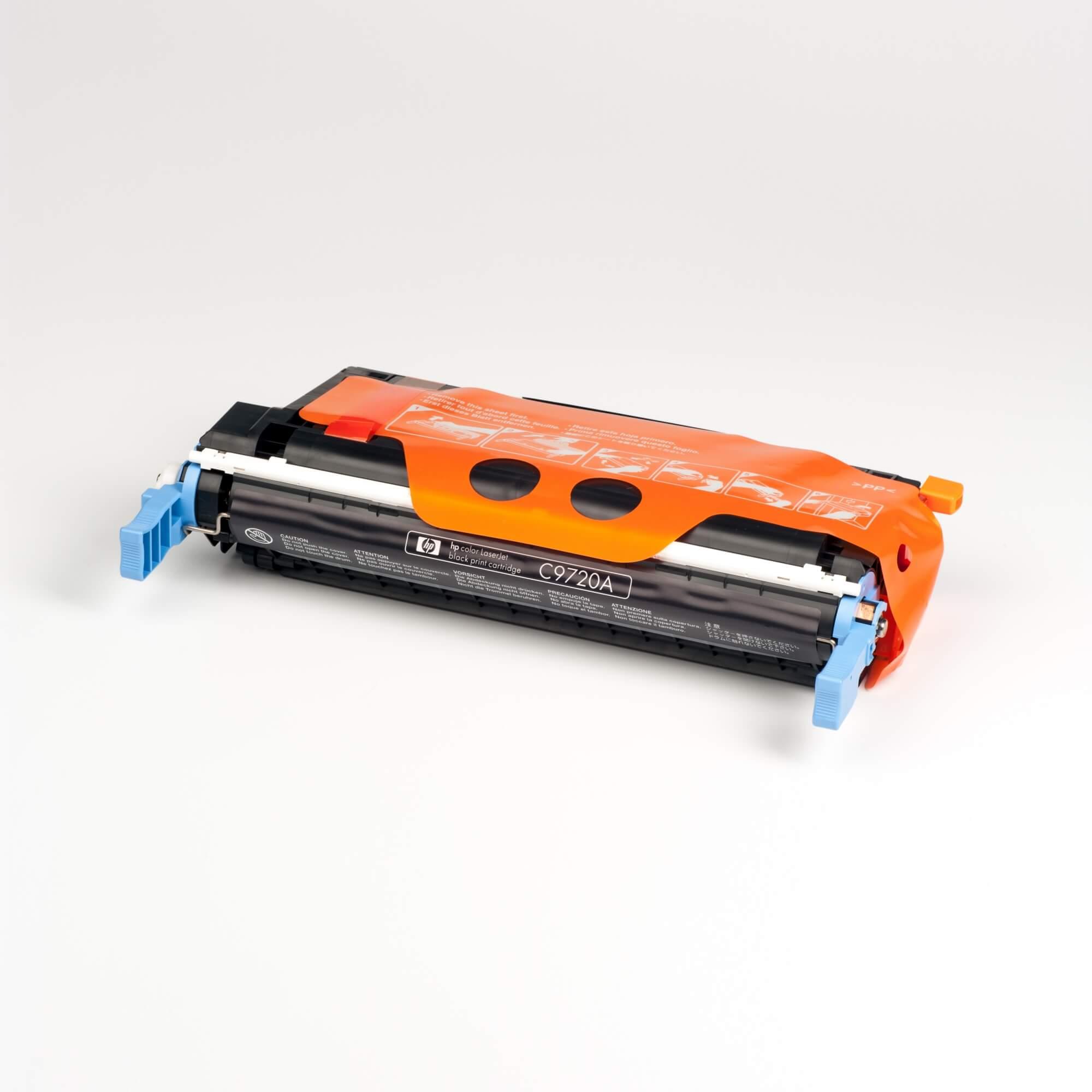 Auf dem Bild sehen Sie eine HP 641A (C9720A) Schwarz Original Tonerkartusche
