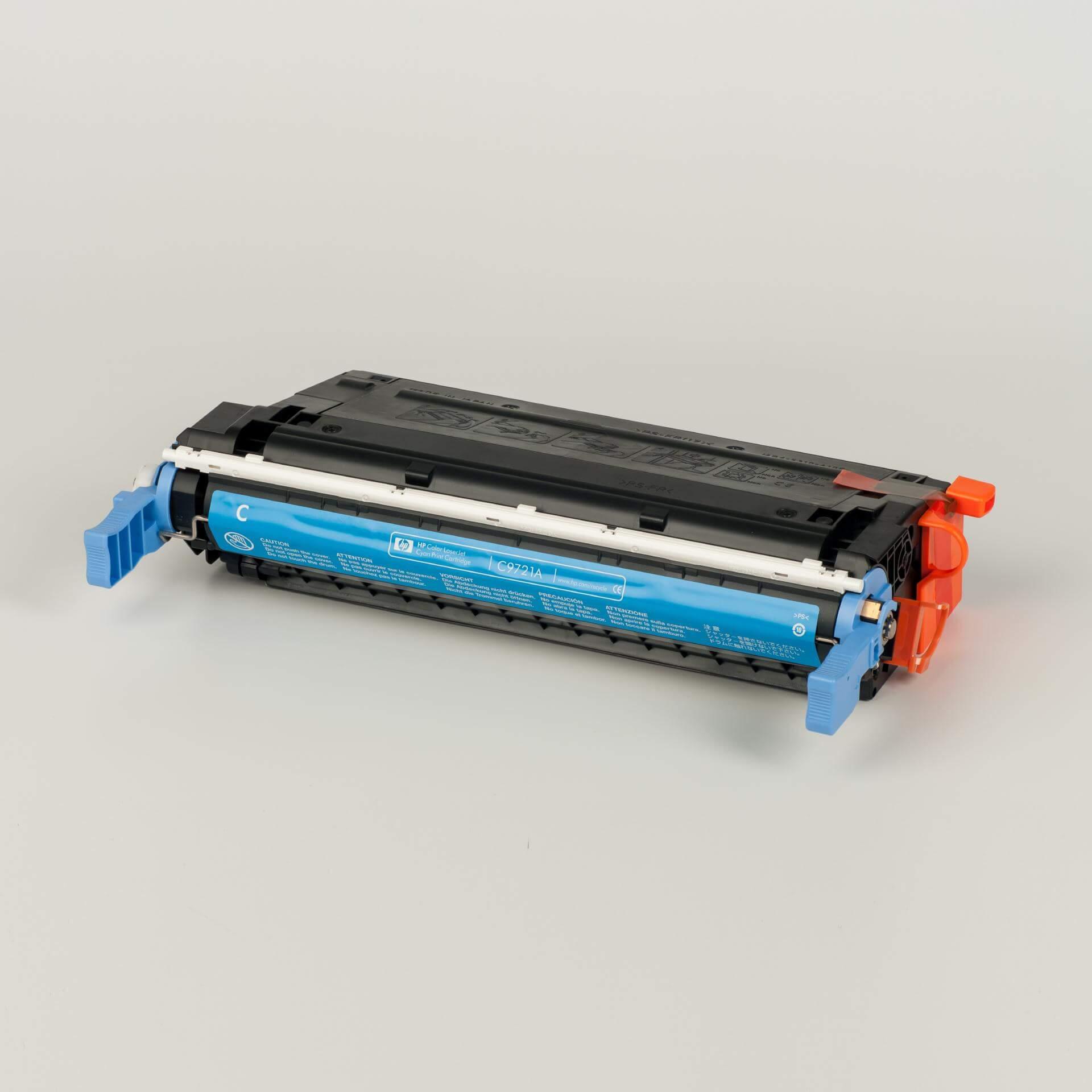 Auf dem Bild sehen Sie eine HP 641A (C9721A) Blau Original Tonerkartusche