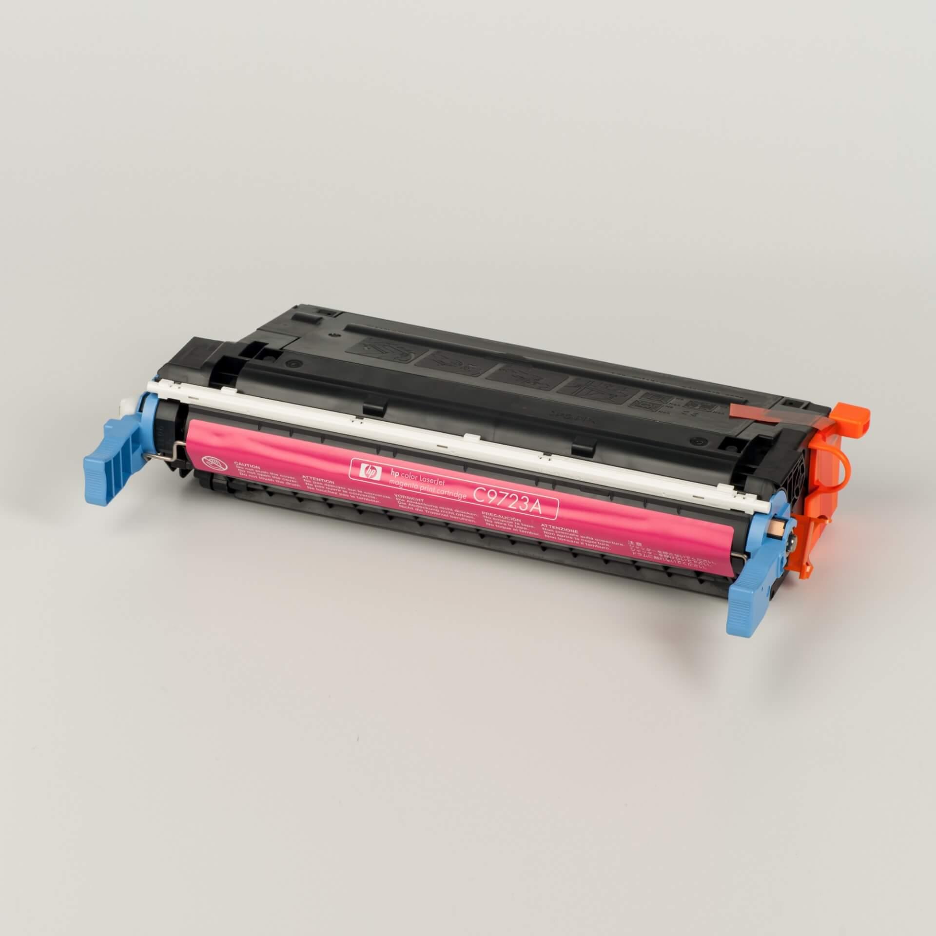 Auf dem Bild sehen Sie eine HP 641A (C9723A) Rot Original Tonerkartusche
