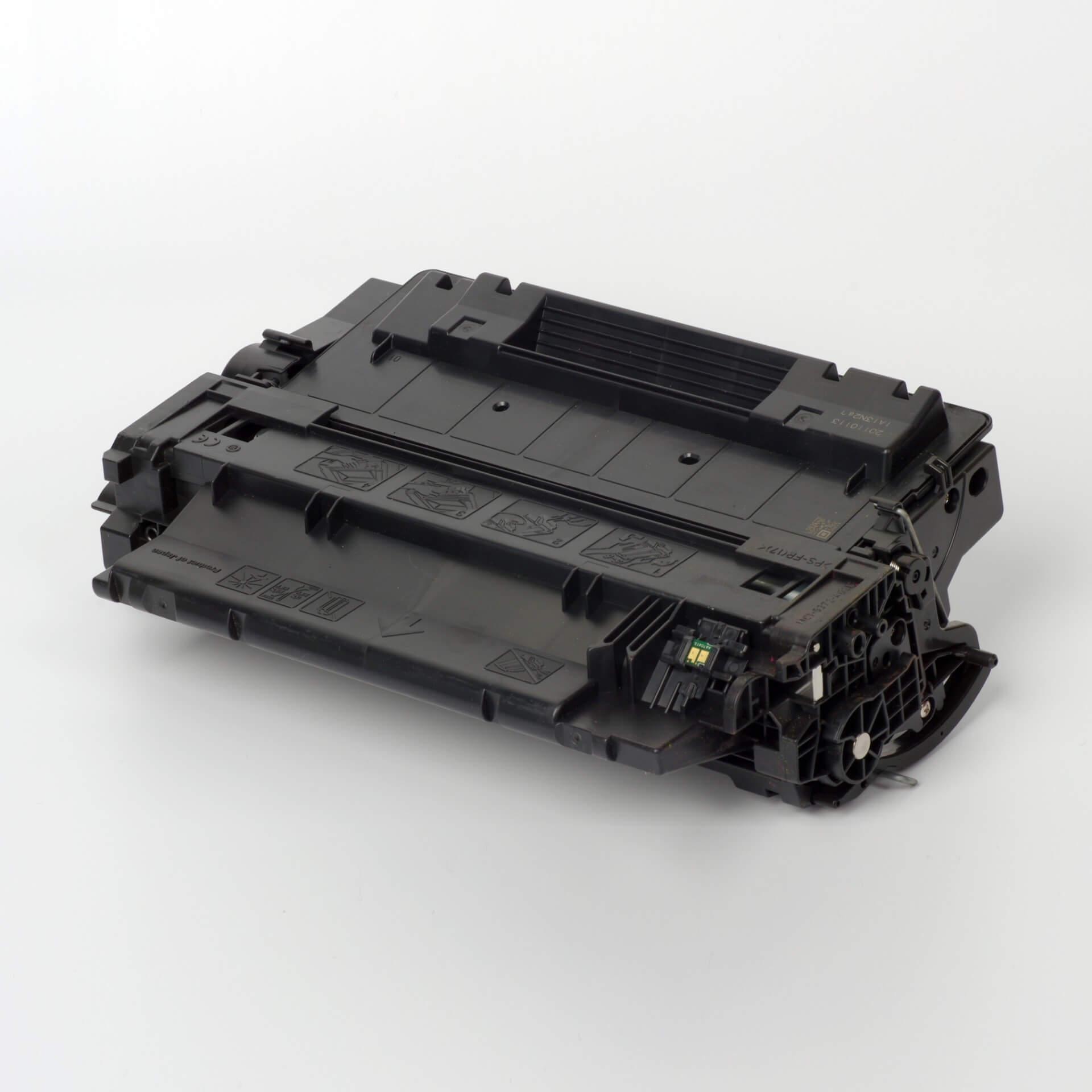 Auf dem Bild sehen Sie eine HP 55A (CE255A) Schwarz Original Tonerkartusche