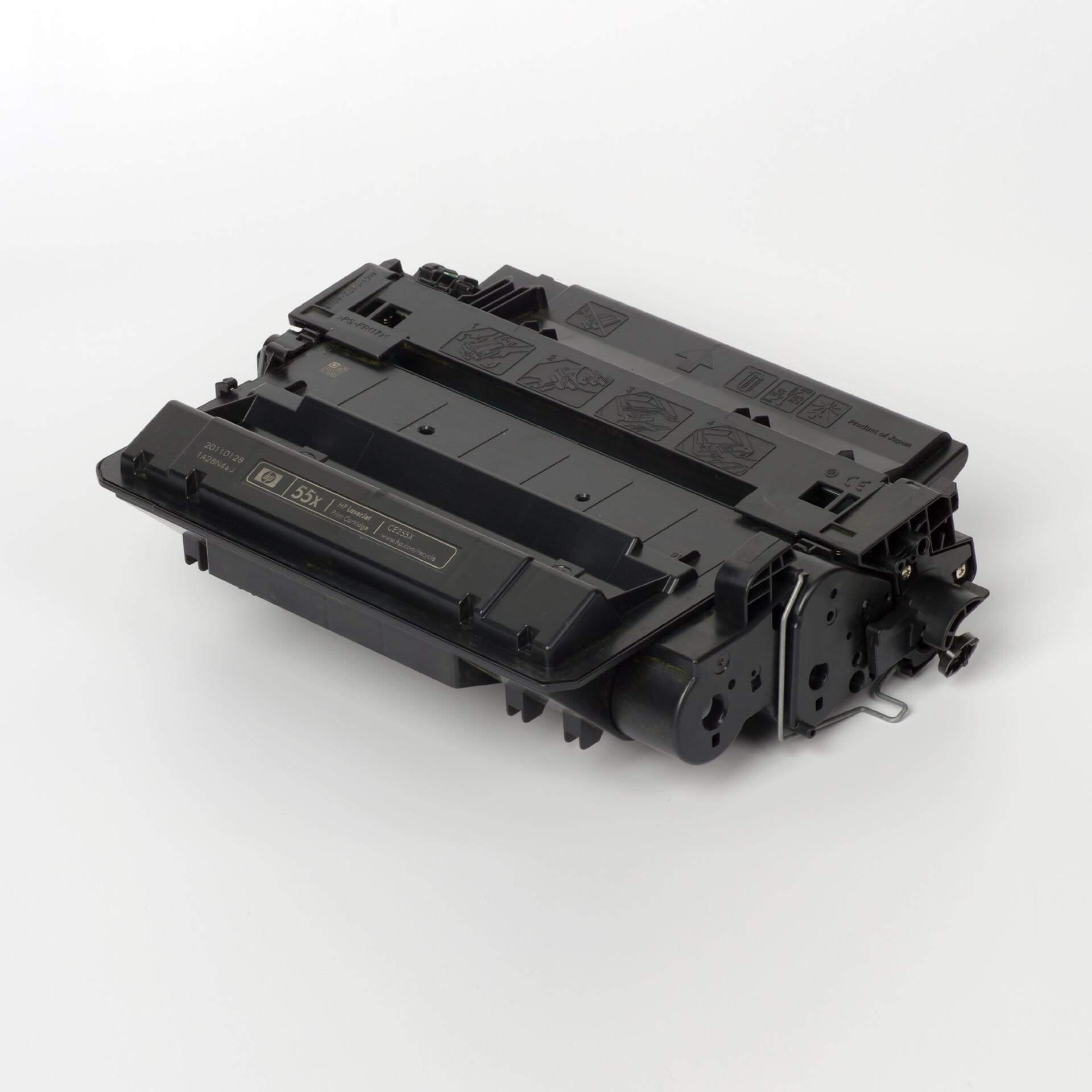 Auf dem Bild sehen Sie eine HP 55X (CE255X) Schwarz Original Tonerkartusche