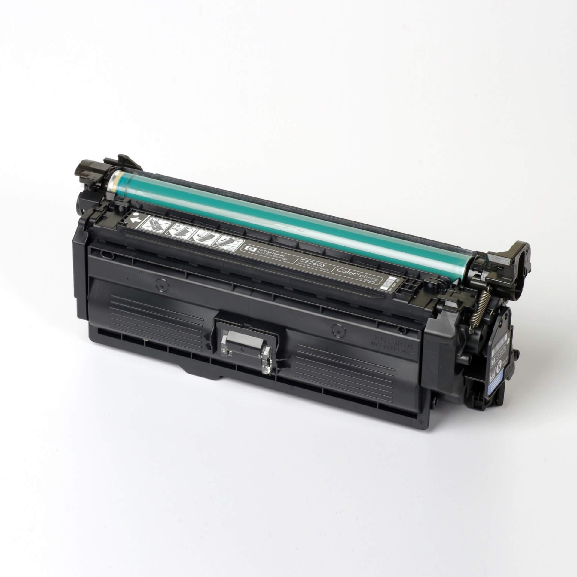 Auf dem Bild sehen Sie eine HP 649X (CE260X) Schwarz Original Tonerkartusche