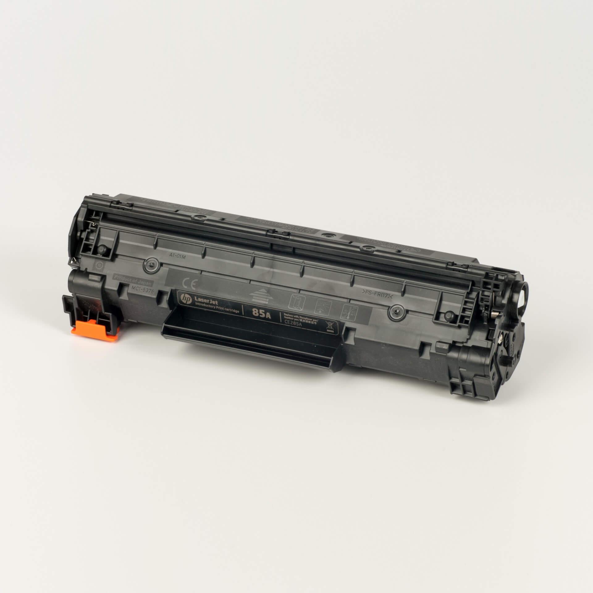 Auf dem Bild sehen Sie eine HP 85A (CE285A) Schwarz Original Tonerkartusche