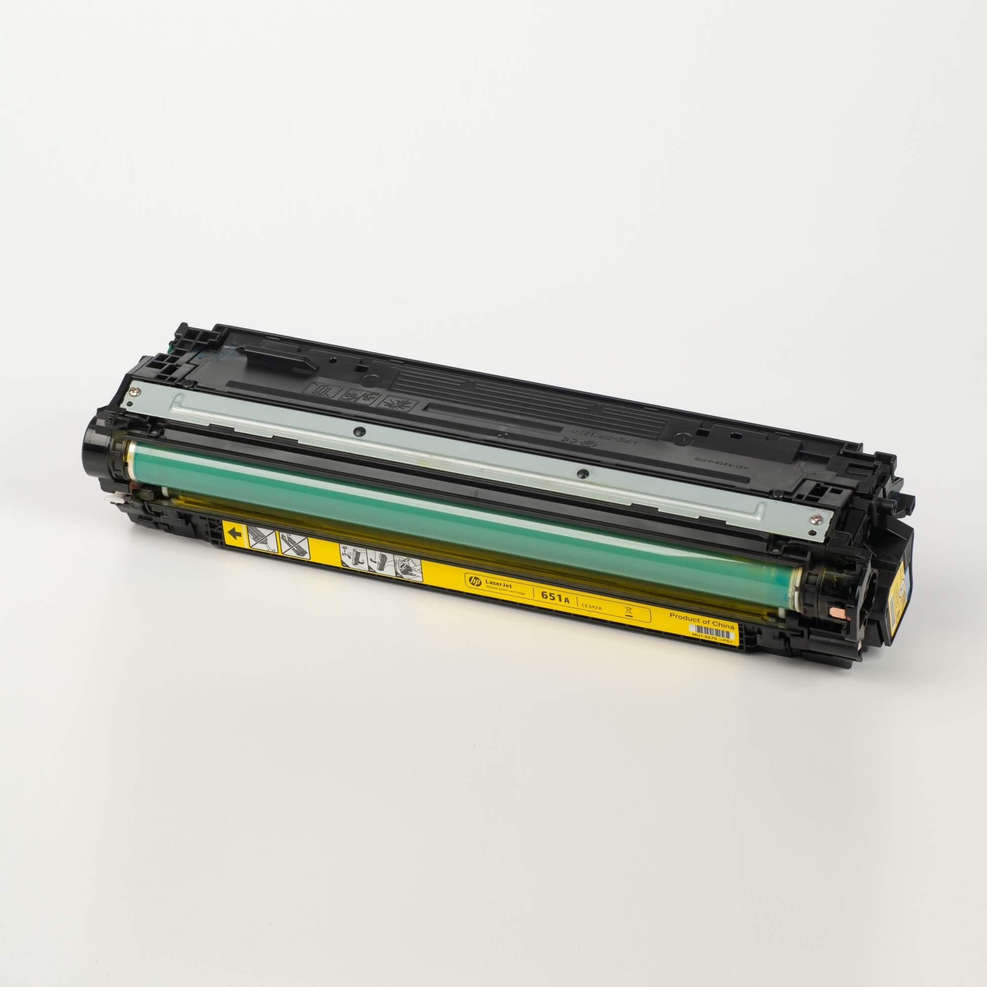 Auf dem Bild sehen Sie eine HP 651A (CE342A) Gelb Original Tonerkartusche
