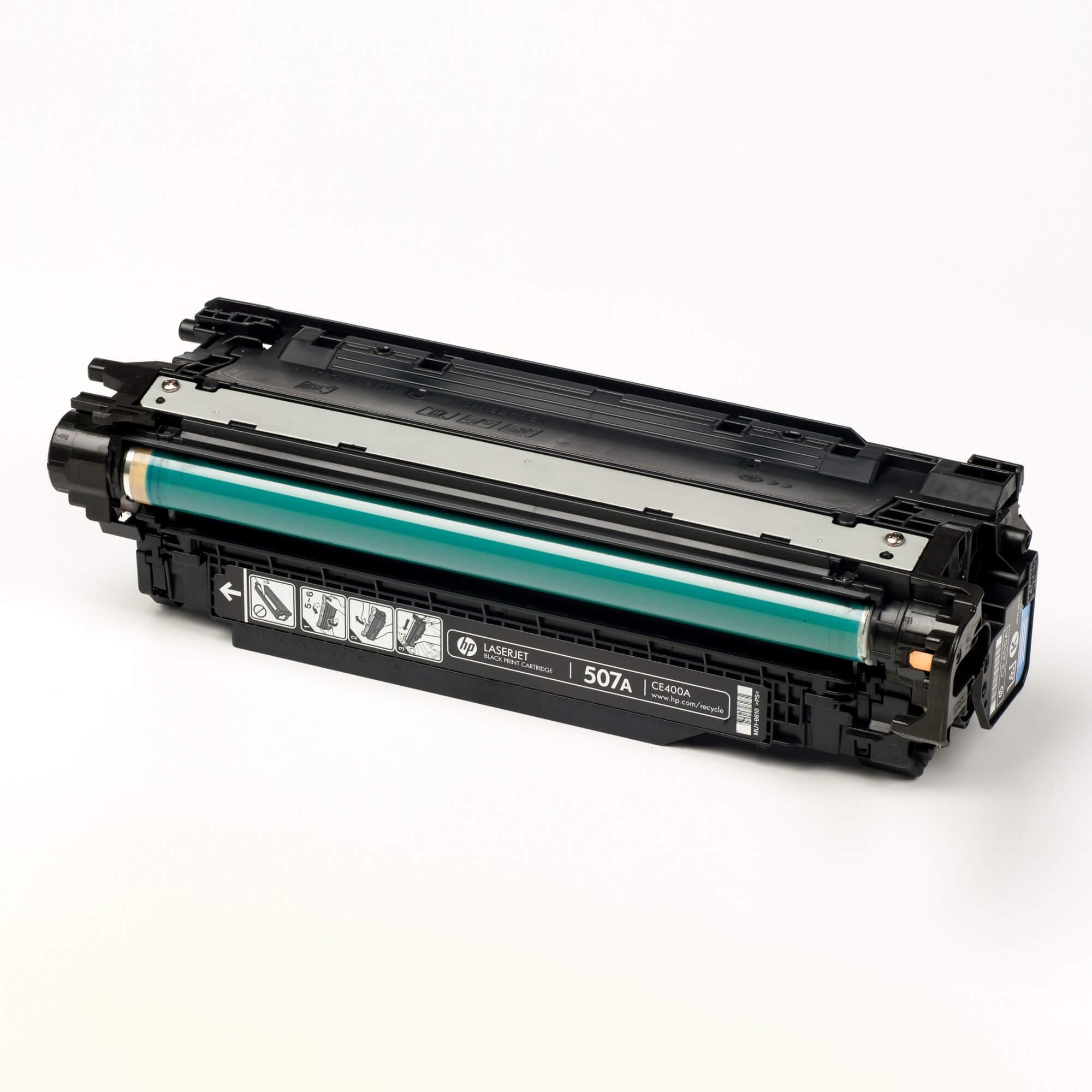 Auf dem Bild sehen Sie eine HP 507A (CE400A) Schwarz Original Tonerkartusche