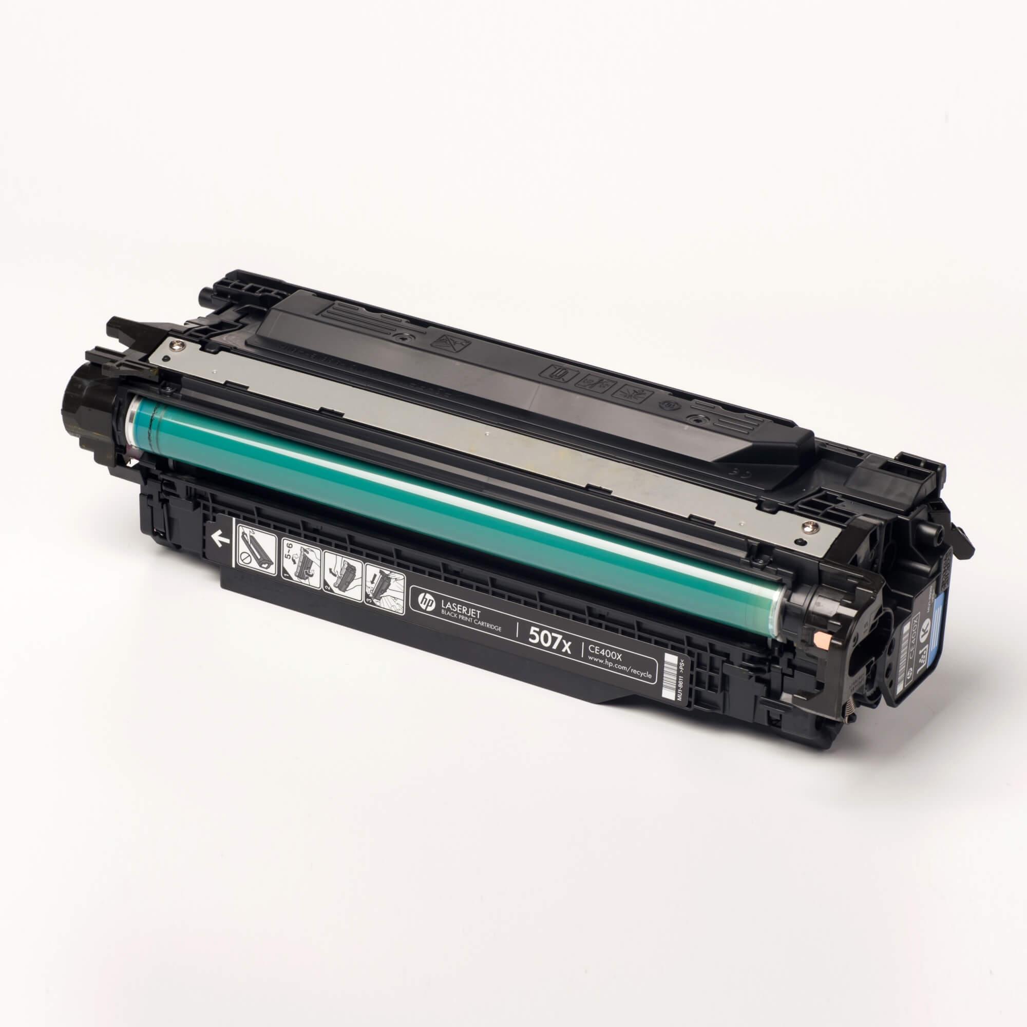 Auf dem Bild sehen Sie eine HP 507X (CE400X) Schwarz Original Tonerkartusche
