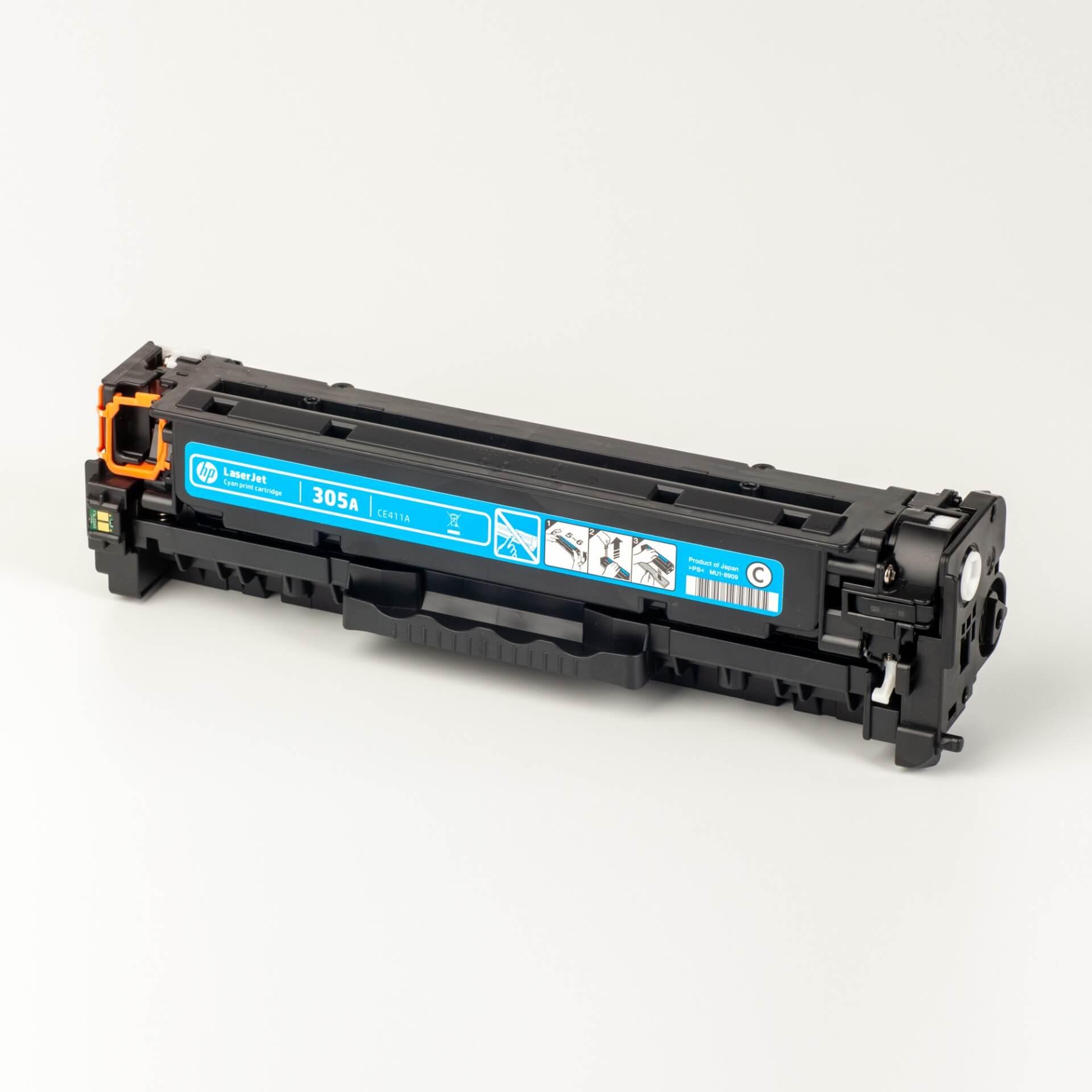 Auf dem Bild sehen Sie eine HP 305A (CE411A) Blau Original Tonerkartusche