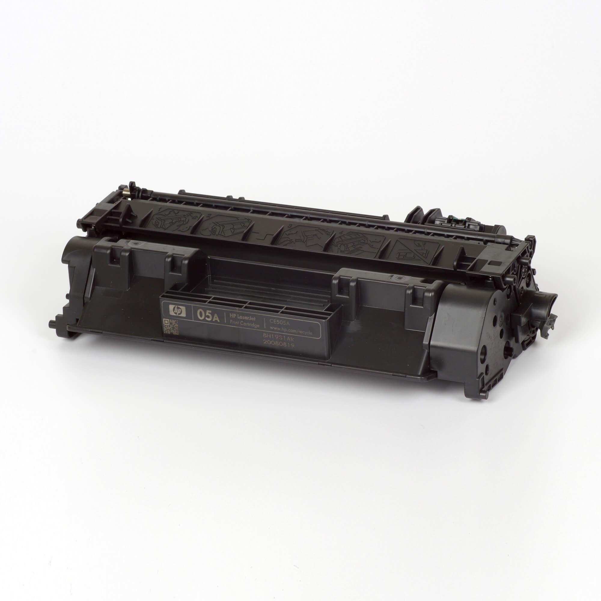Auf dem Bild sehen Sie eine HP 05A (CE505A) Schwarz Original Tonerkartusche