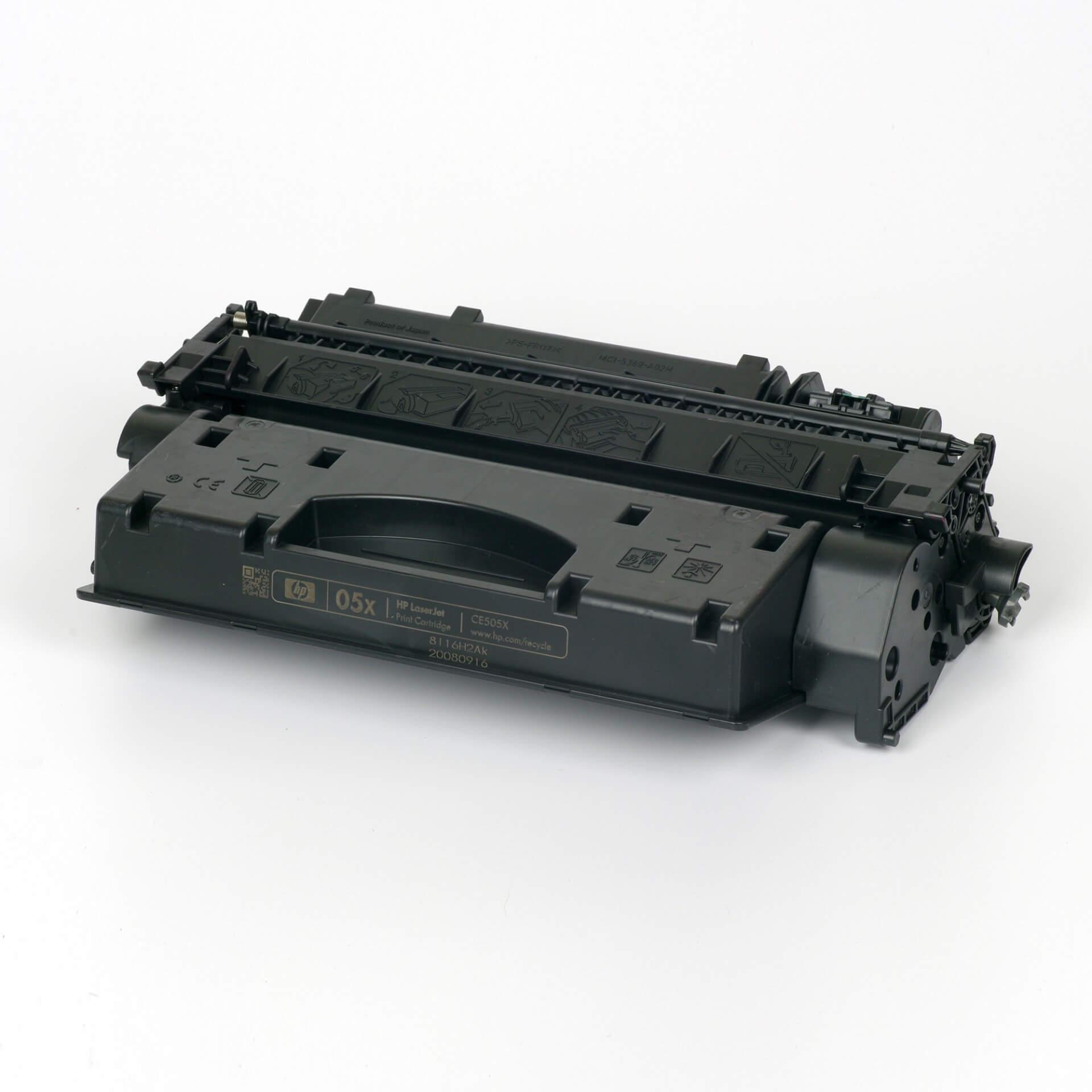 Auf dem Bild sehen Sie eine HP 05X (CE505X) Schwarz Original Tonerkartusche