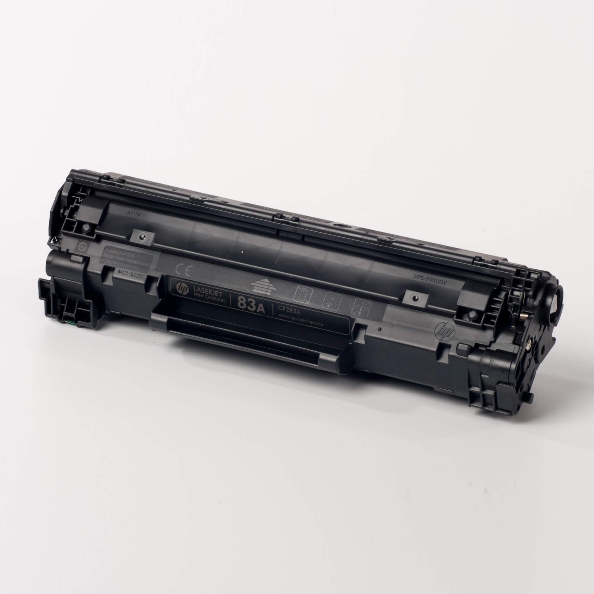 Auf dem Bild sehen Sie eine HP 83A (CF283A) Schwarz Original Tonerkartusche