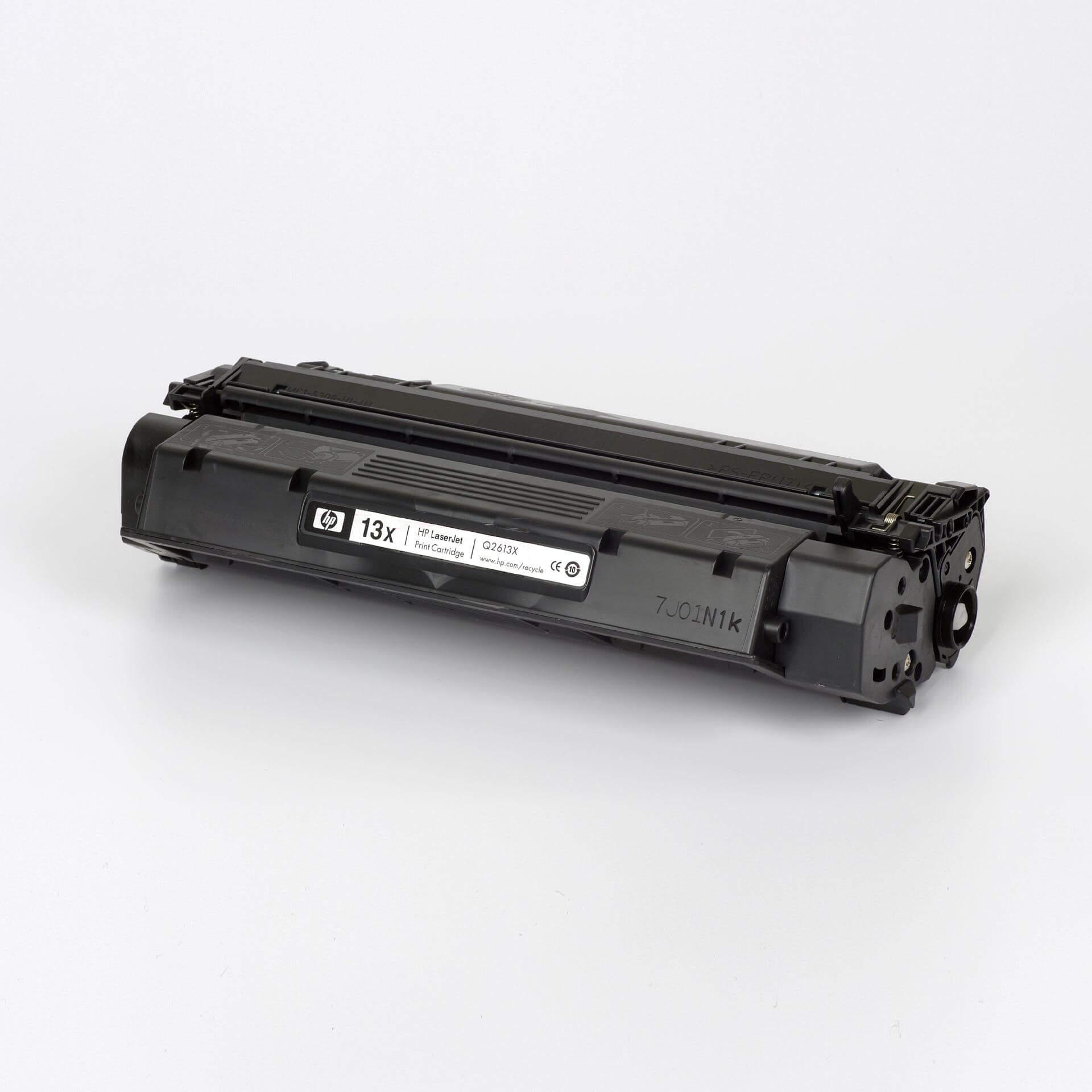 Auf dem Bild sehen Sie eine HP 13X (Q2613X) Schwarz Original Tonerkartusche