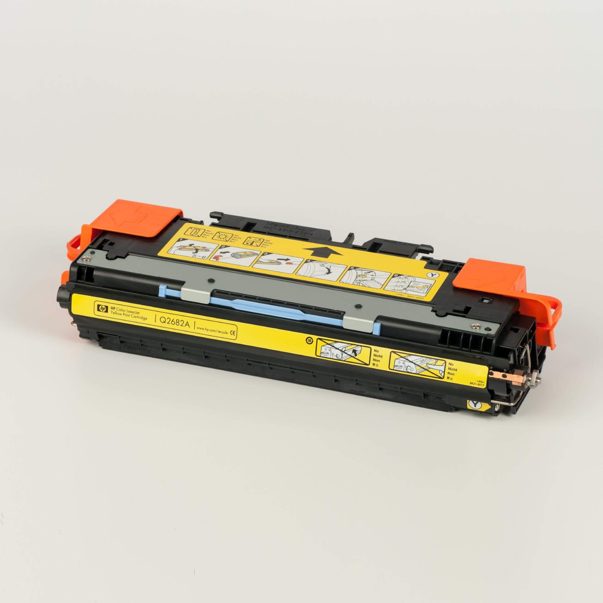 Auf dem Bild sehen Sie eine HP 311A (Q2682A) Gelb Original Tonerkartusche