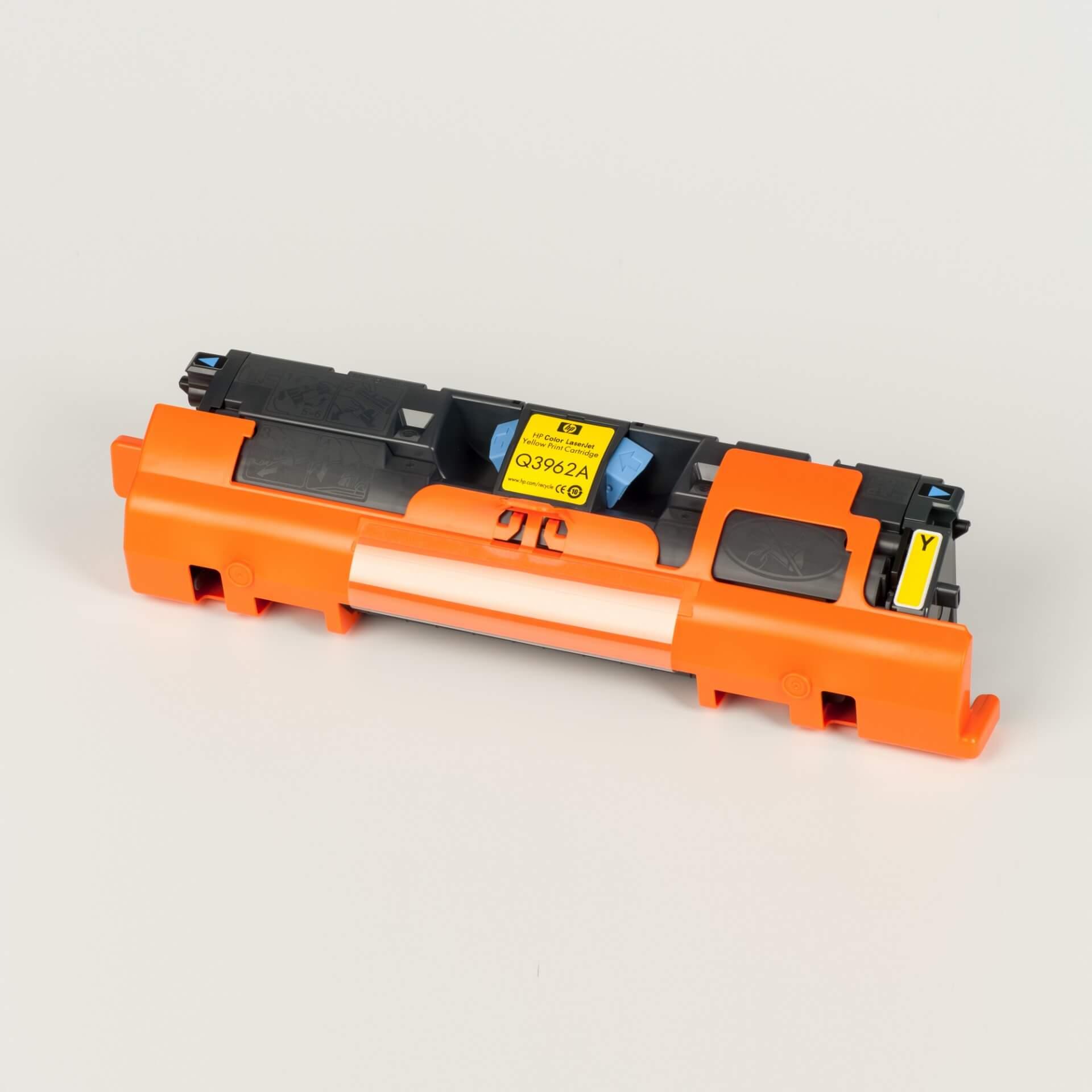 Auf dem Bild sehen Sie eine HP 122A (Q3962A) Gelb Original Tonerkartusche