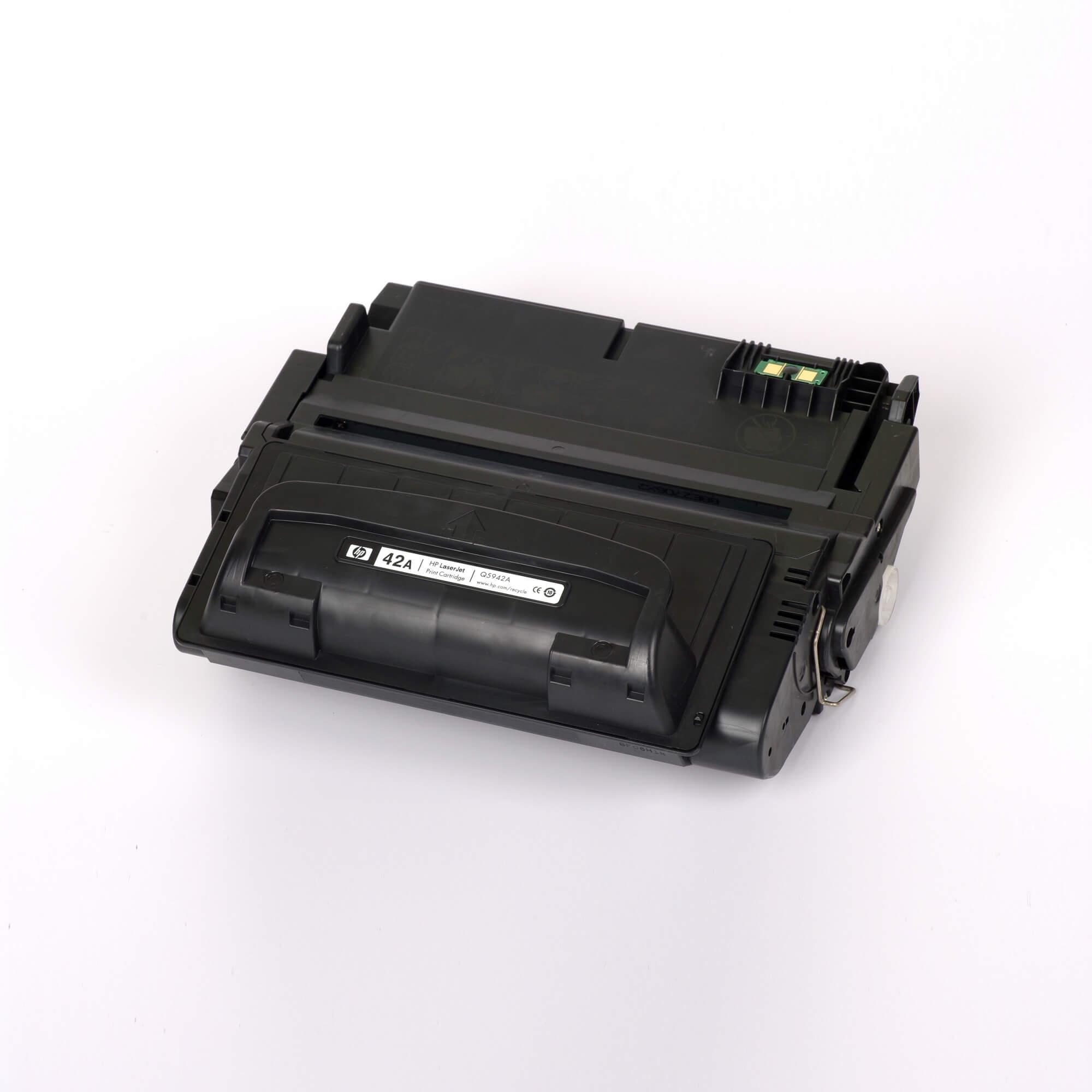 Auf dem Bild sehen Sie eine HP 42A (Q5942A) Schwarz Original HP LaserJet Tonerkartusche