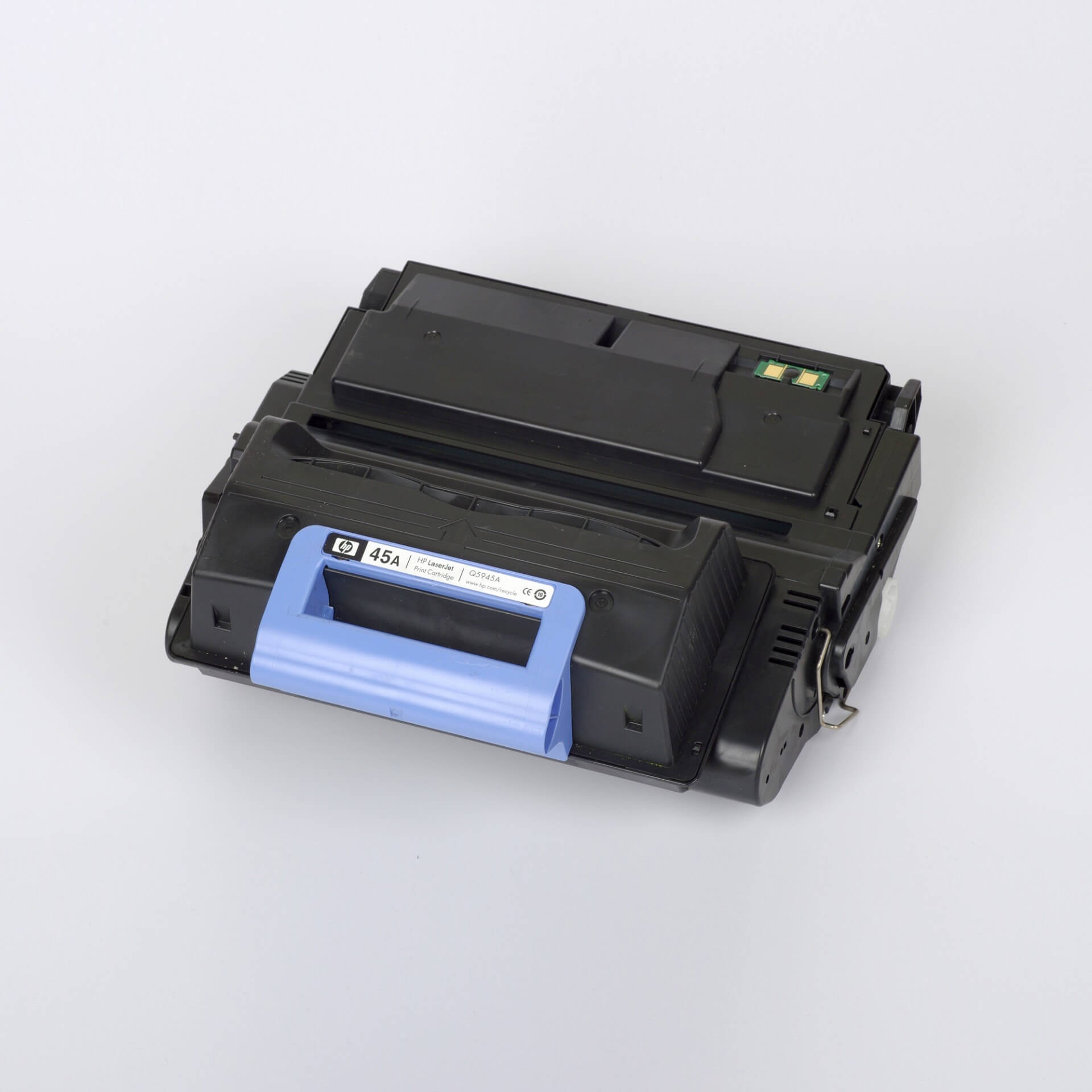 Auf dem Bild sehen Sie eine HP 45A (Q5945A) Schwarz Original Tonerkartusche