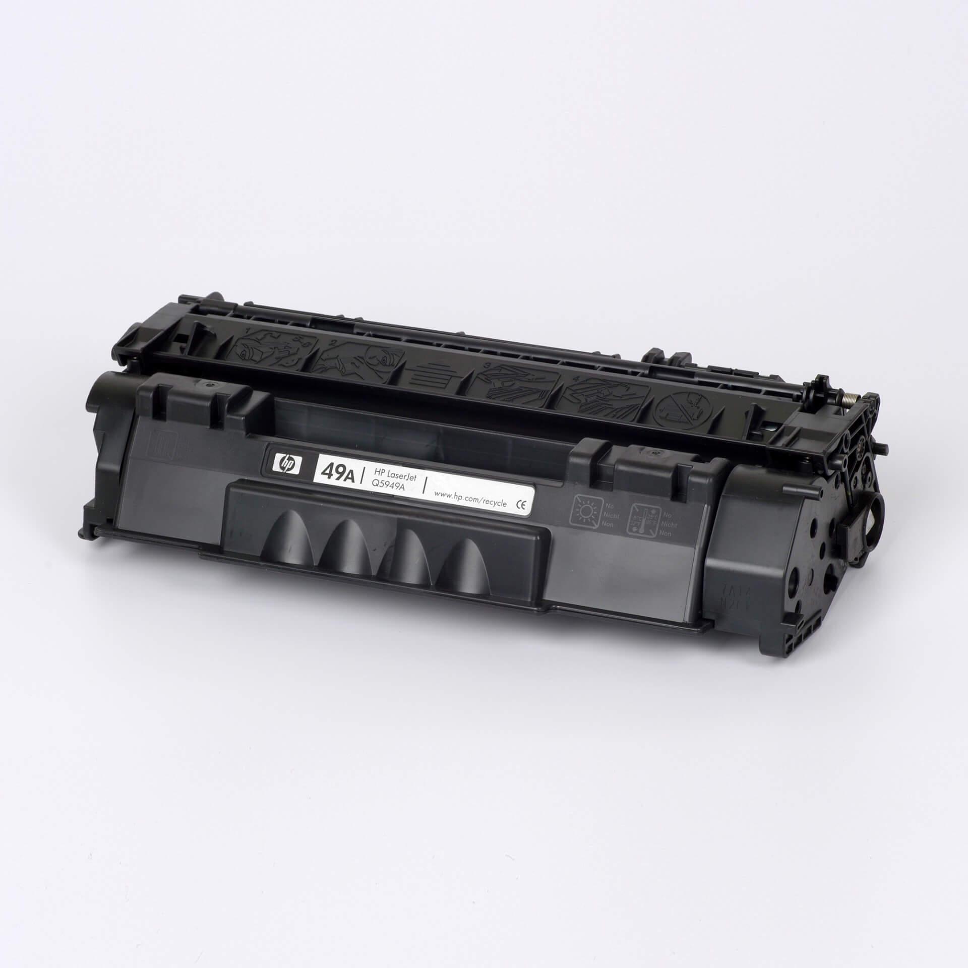 Auf dem Bild sehen Sie eine HP 49A (Q5949A) Schwarz Original Tonerkartusche
