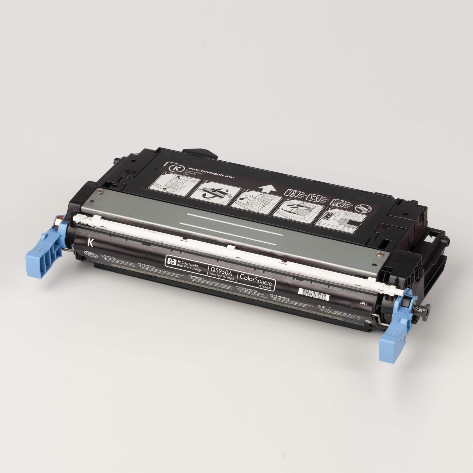 Auf dem Bild sehen Sie eine HP 643A (Q5950A) Schwarz Original Tonerkartusche