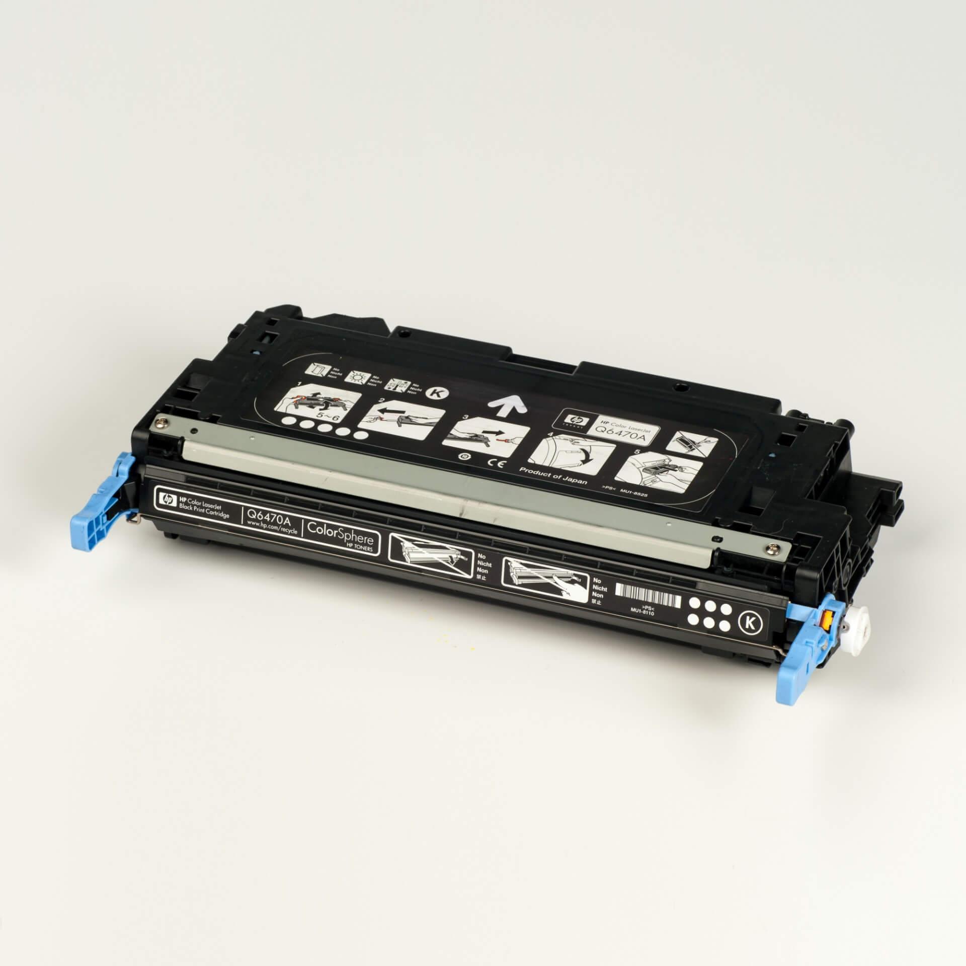Auf dem Bild sehen Sie eine HP 501A (Q6470A) Schwarz Original Tonerkartusche