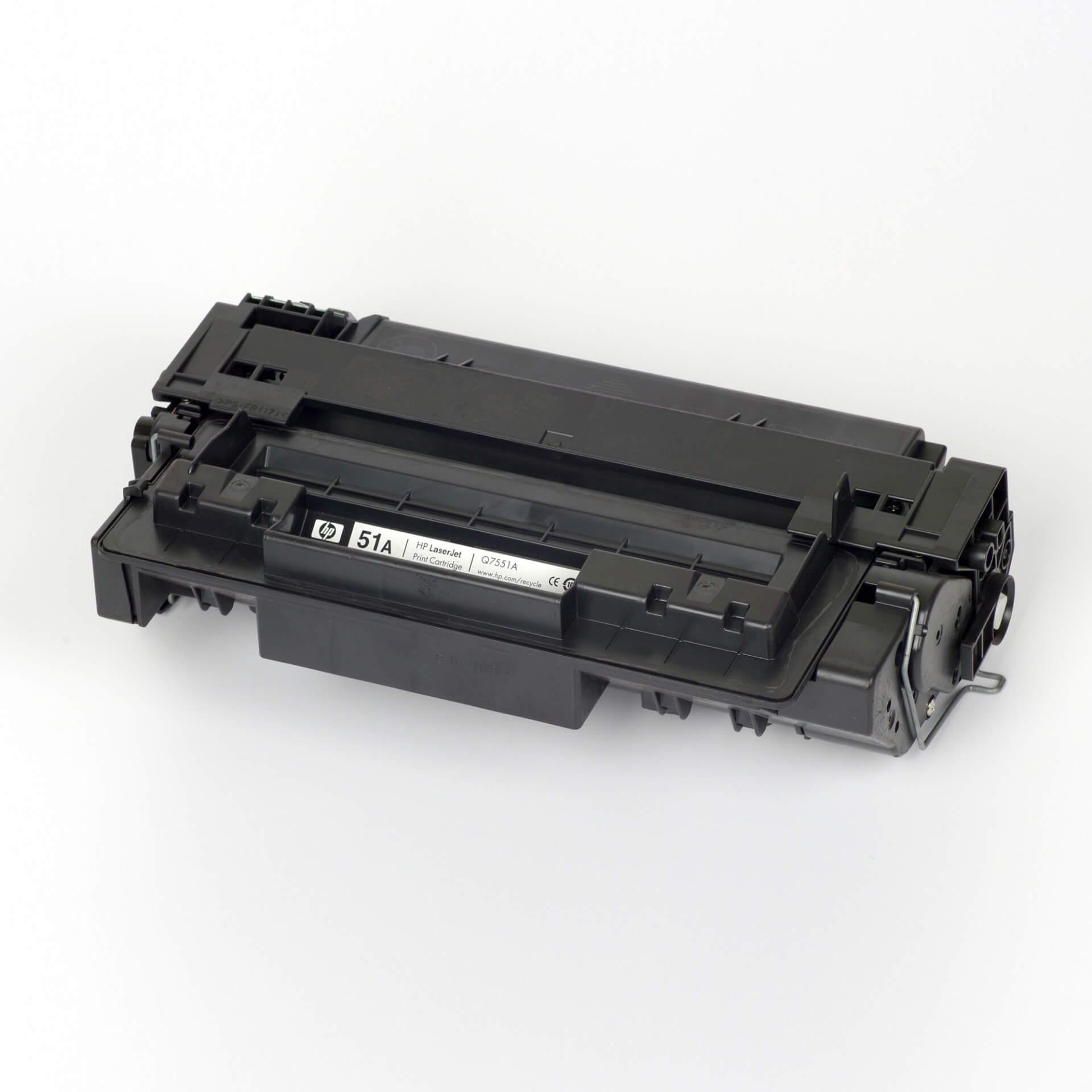 Auf dem Bild sehen Sie eine HP 51A (Q7551A) Schwarz Original Tonerkartusche
