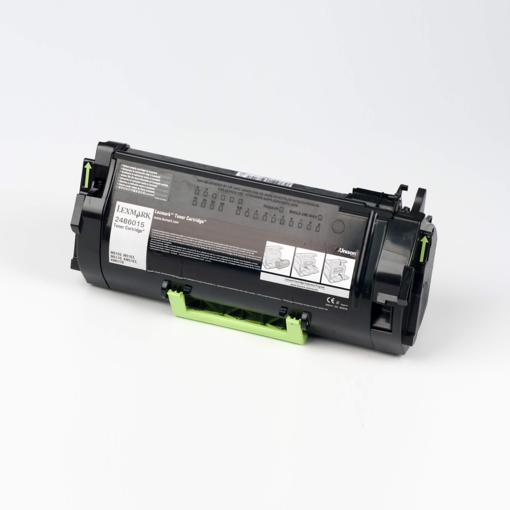 Auf dem Bild sehen Sie eine Lexmark 24B6015 Original Tonerkartusche schwarz