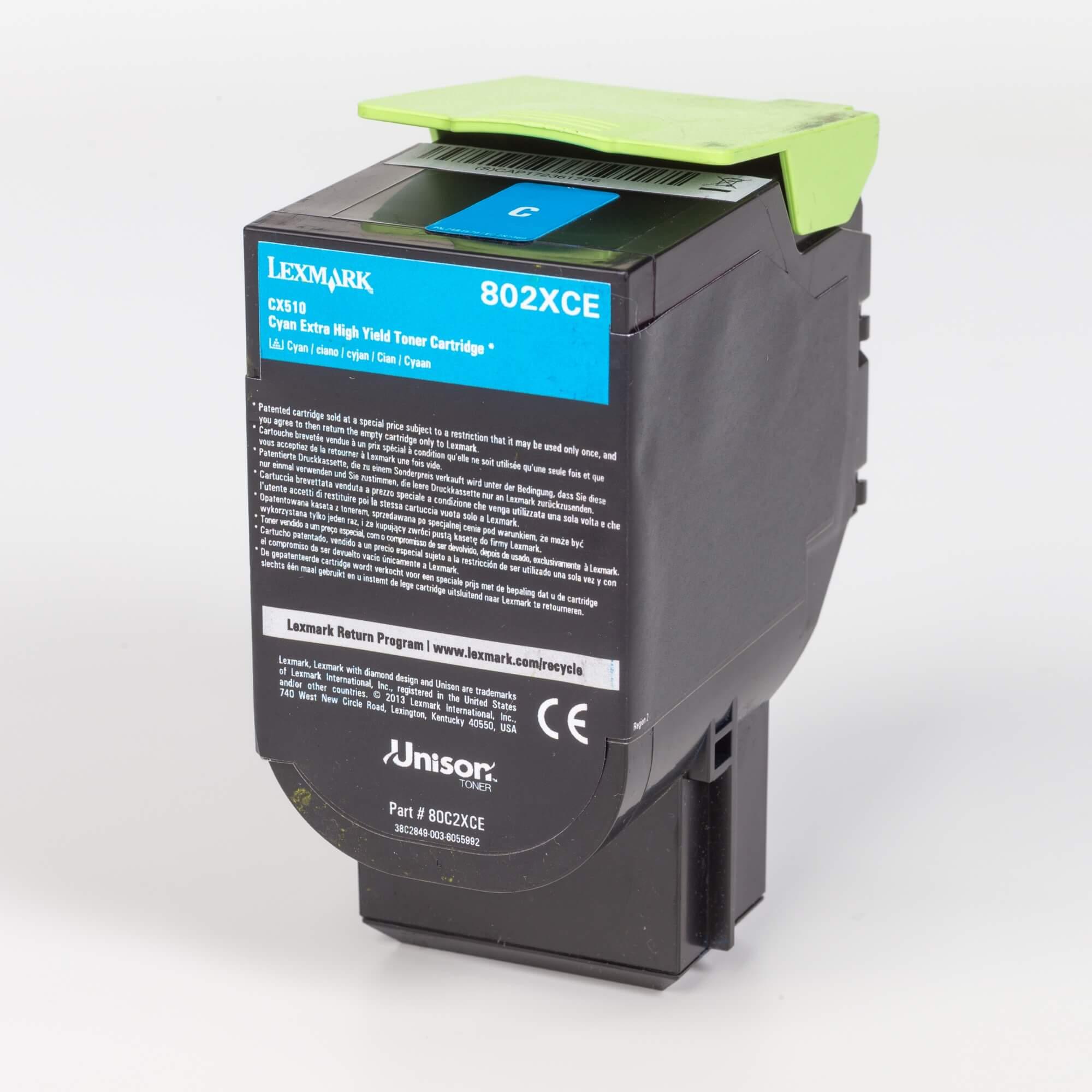 Auf dem Bild sehen Sie eine Lexmark 802XC (80C2XC0) Tonerkartusche blau mit hoher Kapazität