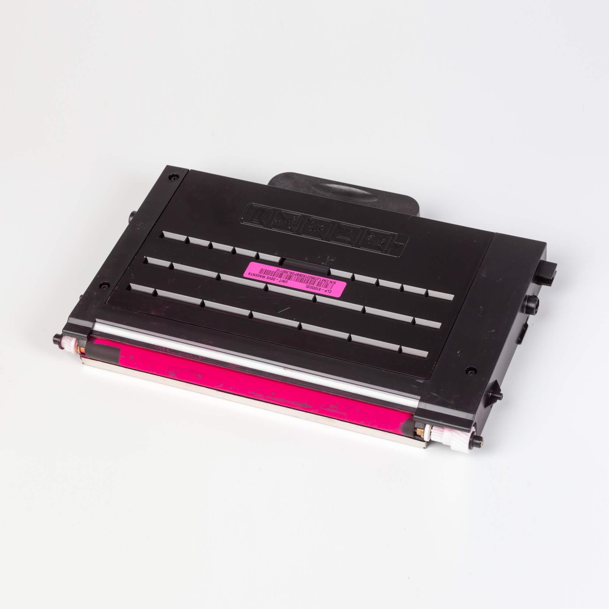 Auf dem Bild sehen Sie eine Samsung CLP-510D2M/ELS Original Toner Rot