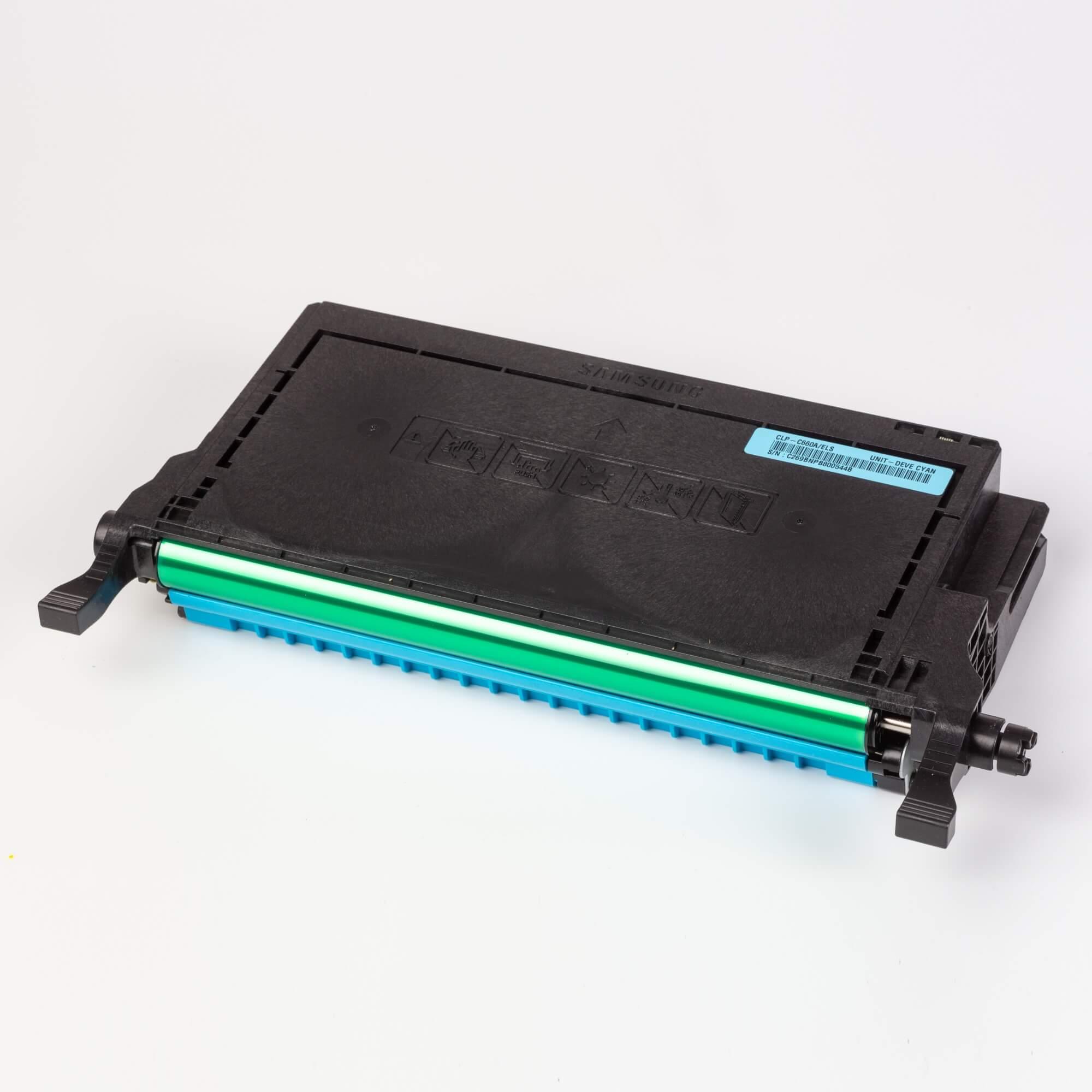 Auf dem Bild sehen Sie eine Samsung CLP-C660A/ELS Original Toner Blau