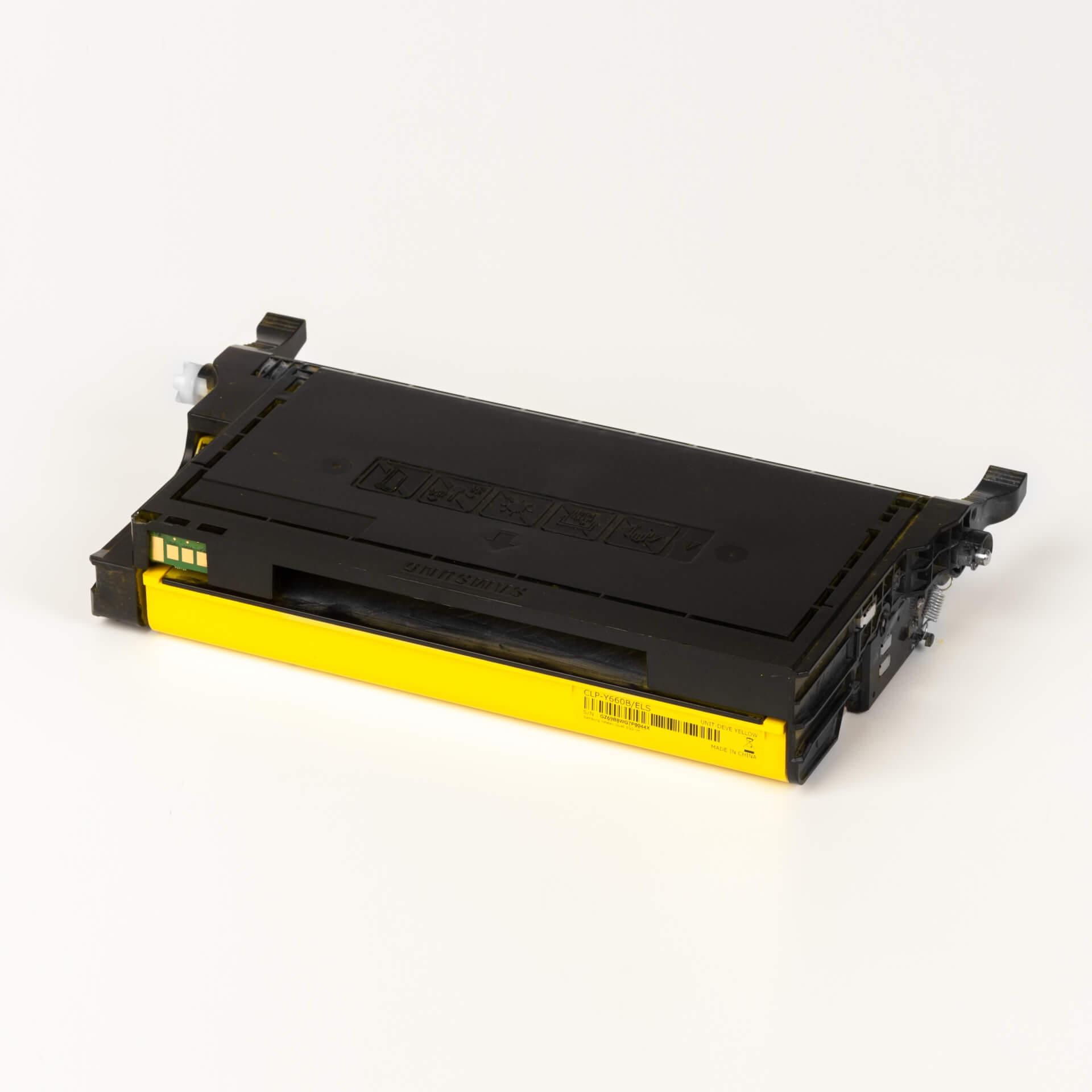Auf dem Bild sehen Sie eine Samsung CLP-Y660A/ELS Original Toner Gelb