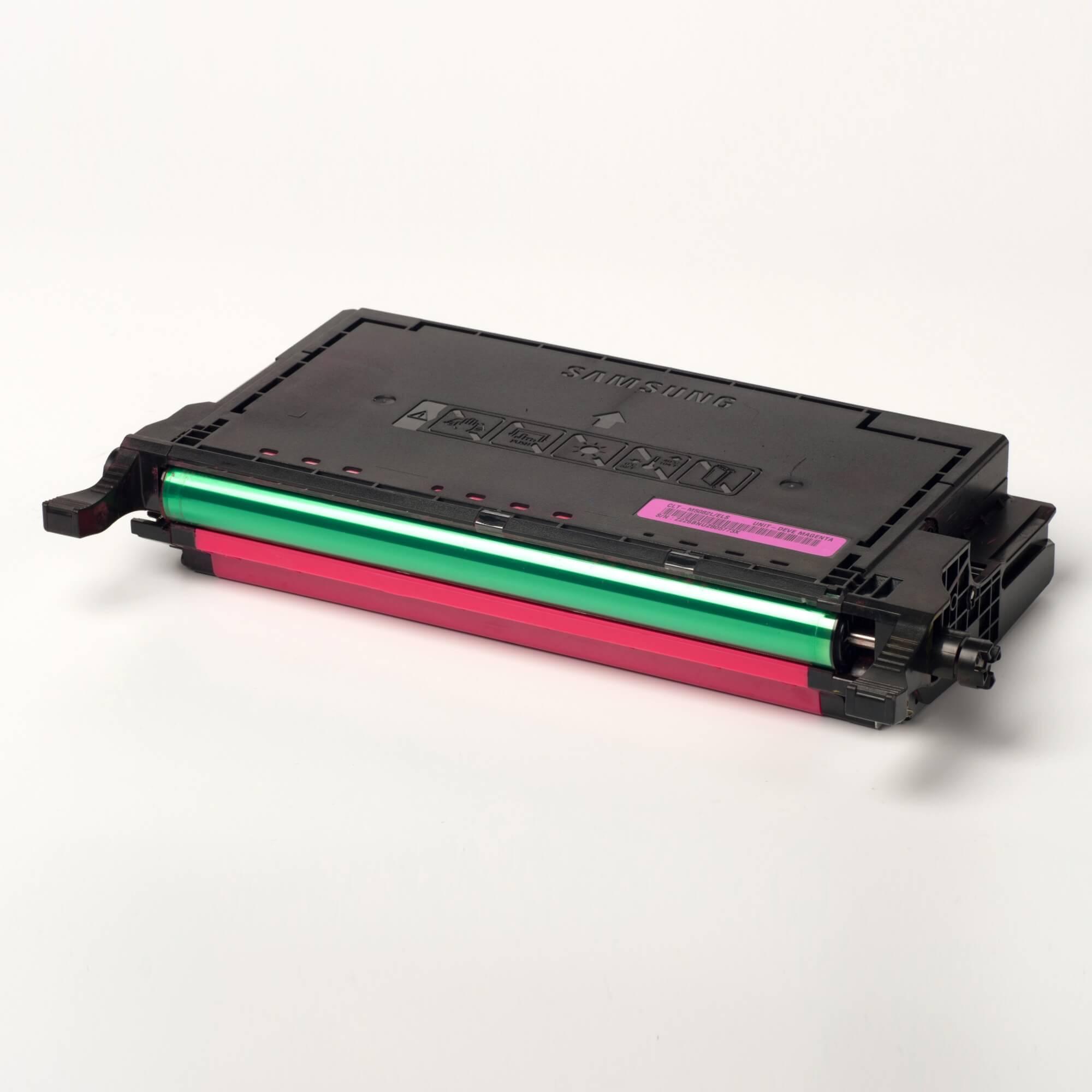 Auf dem Bild sehen Sie eine Samsung CLT-M5082L/ELS Original Toner rot