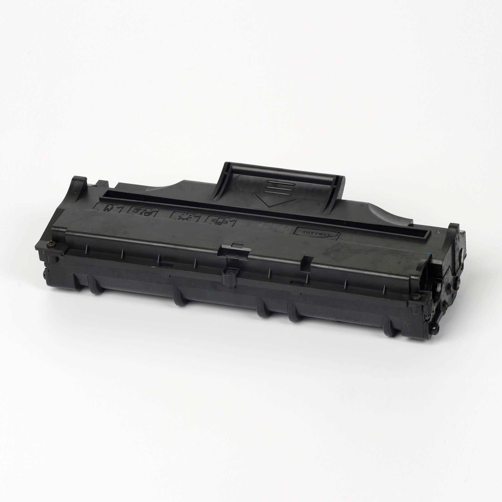 Auf dem Bild sehen Sie eine Samsung ML-1210D3/ELS Original Toner Schwarz