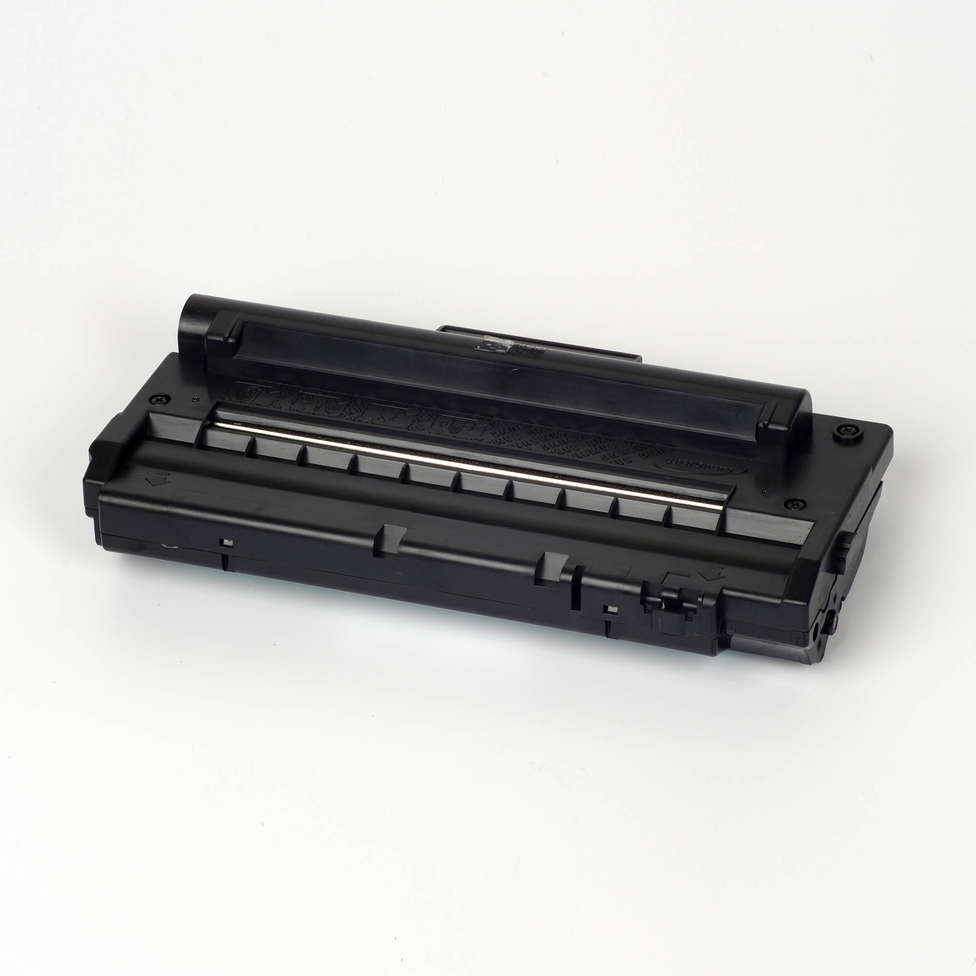 Auf dem Bild sehen Sie eine Samsung ML-1710D3/ELS Original Toner Schwarz