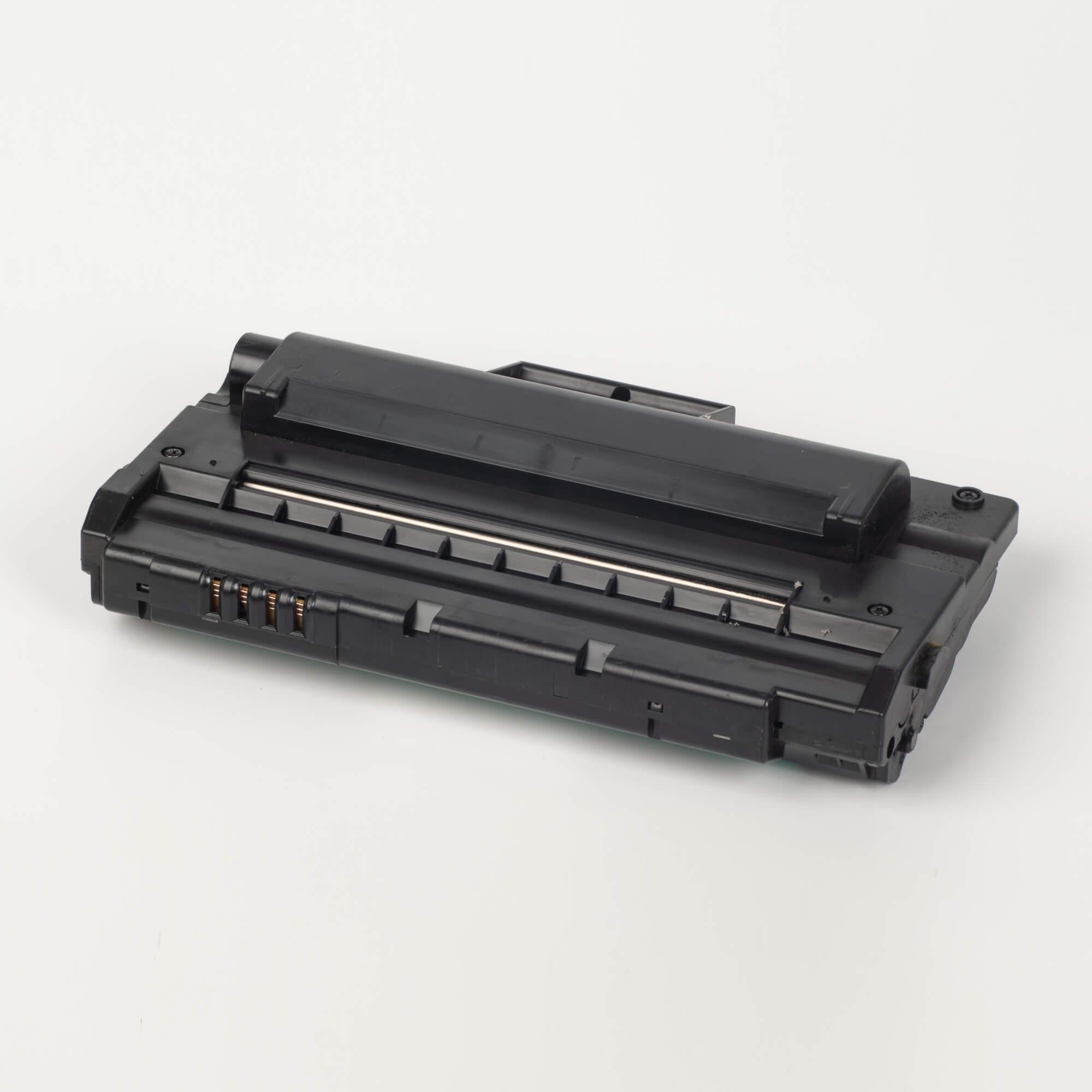 Auf dem Bild sehen Sie eine Samsung ML-2250D5/ELS Original Toner Schwarz