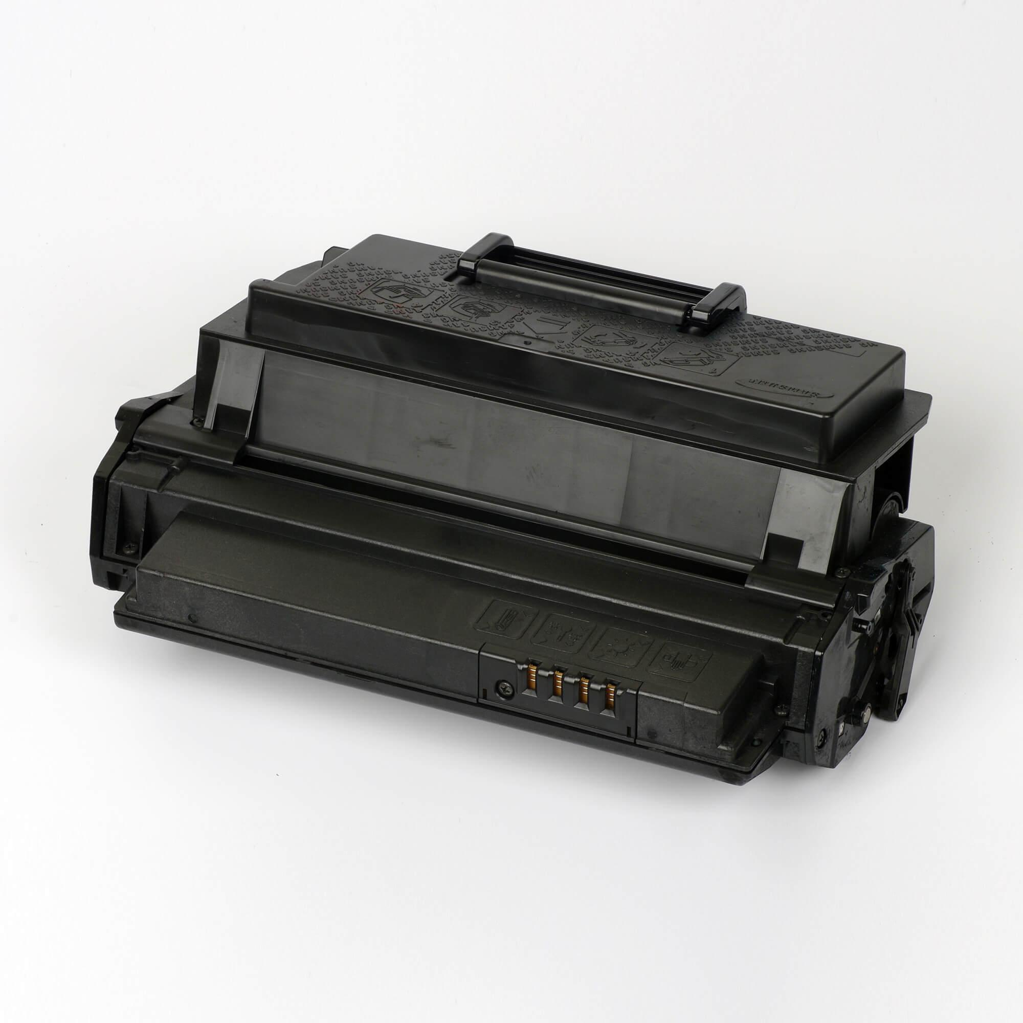 Auf dem Bild sehen Sie eine Samsung ML-2550DA/ELS Original Toner Schwarz