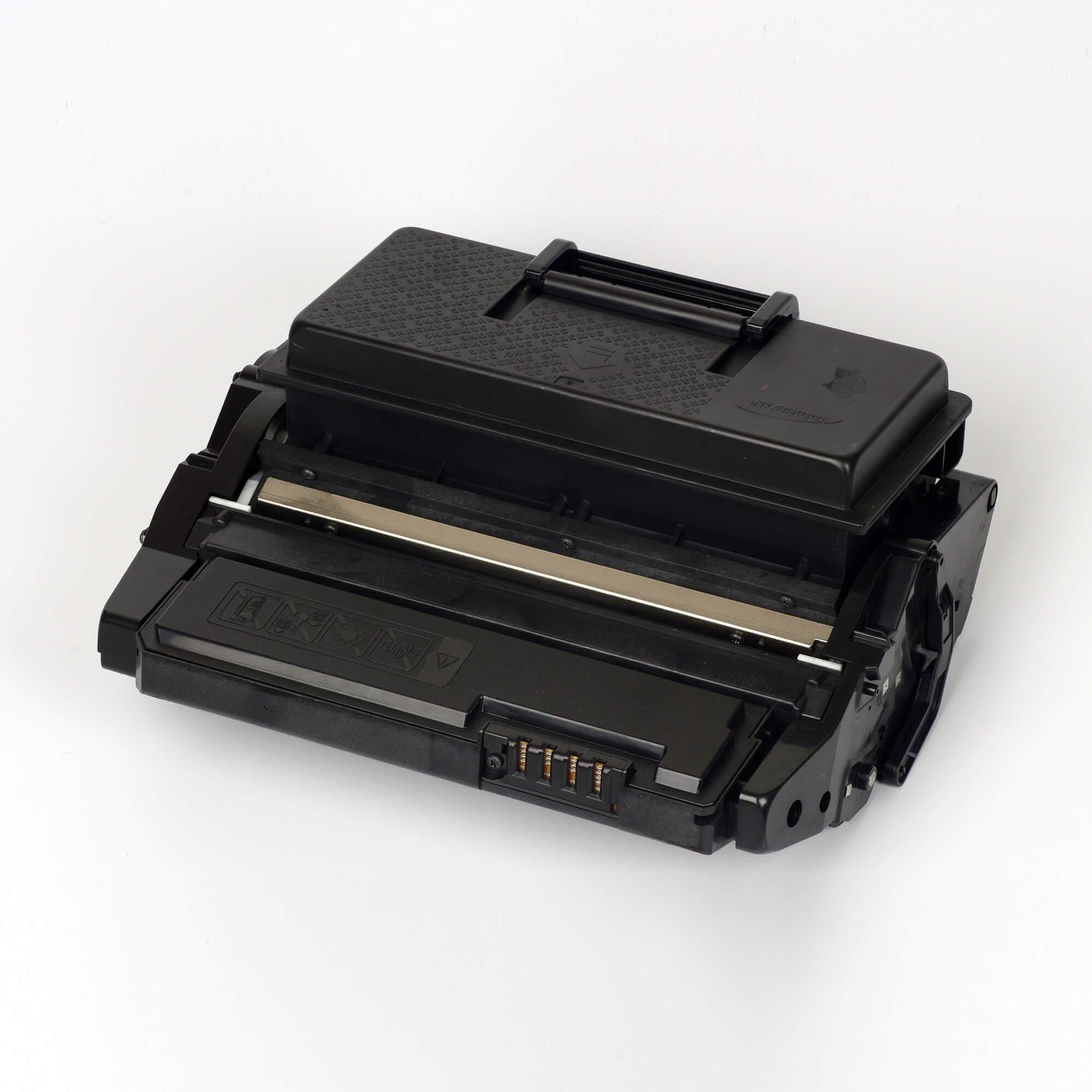 Auf dem Bild sehen Sie eine Samsung ML-D4550A/ELS Original Toner Schwarz