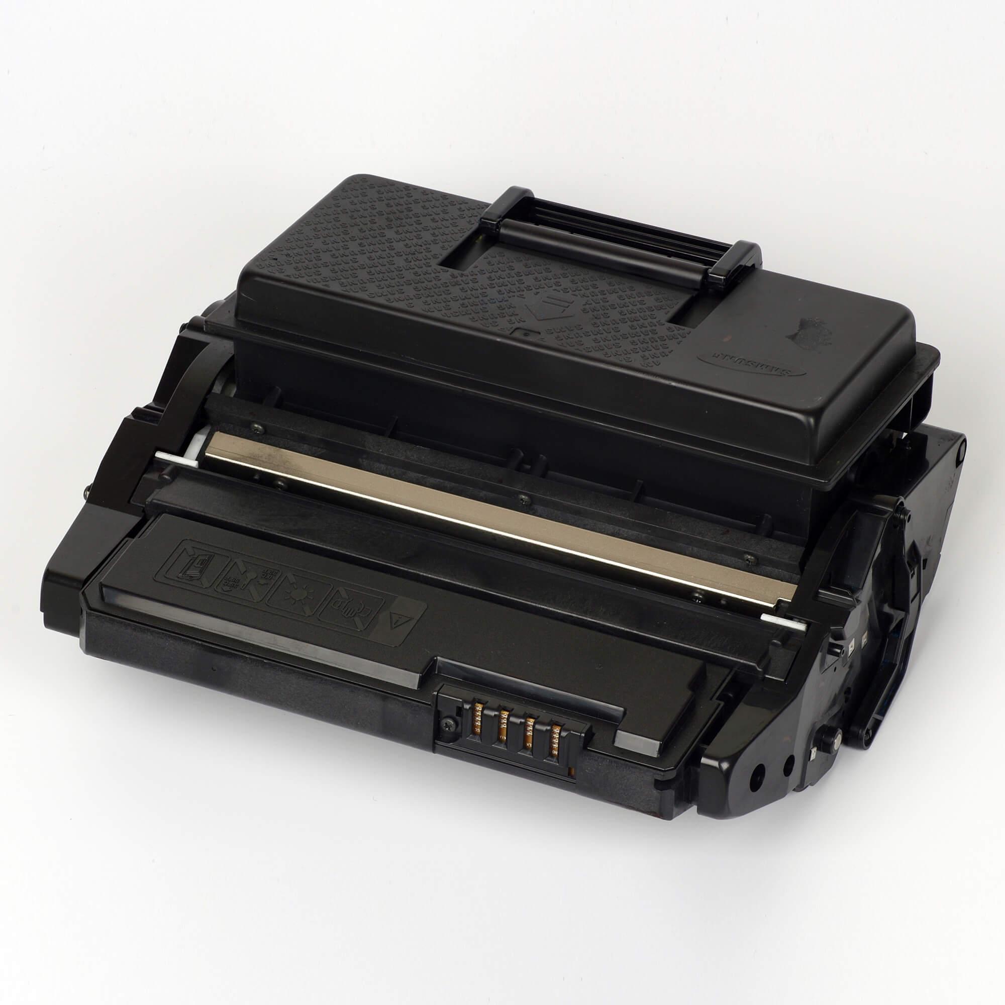 Auf dem Bild sehen Sie eine Samsung ML-D4550B/ELS Original Toner Schwarz