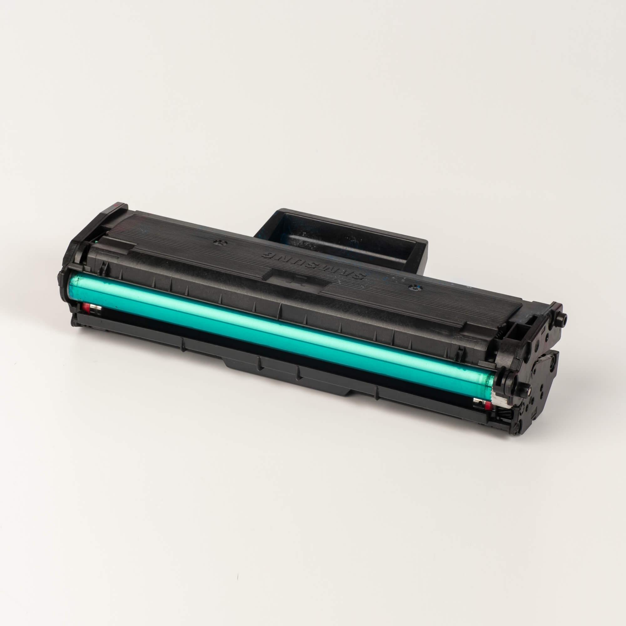 Auf dem Bild sehen Sie eine Samsung MLT-D101S/ELS Original Toner Schwarz